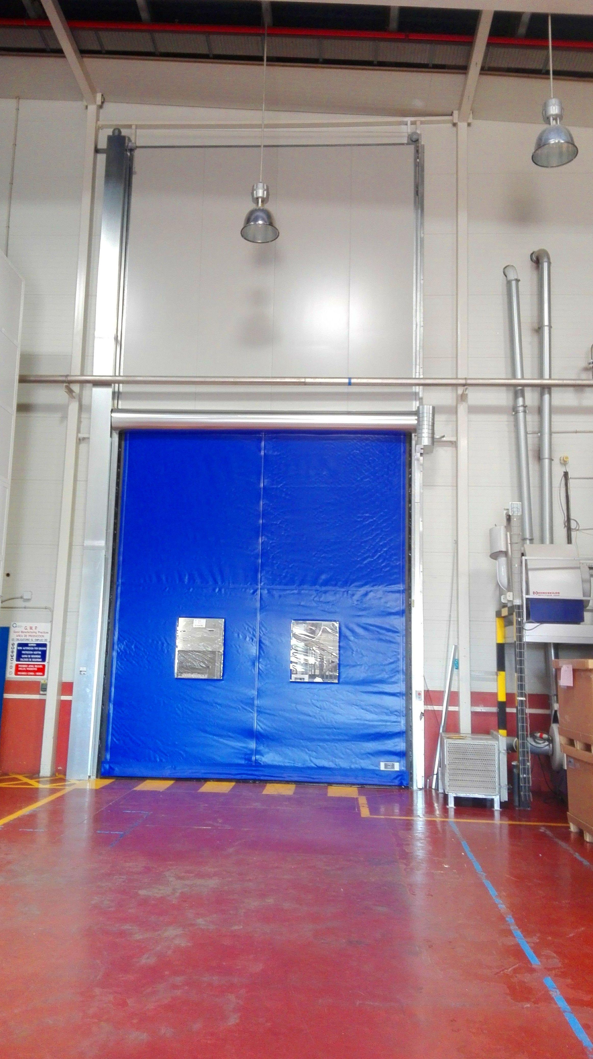 Puerta guillotina cortafuego y rápida de lona enrollable autorreparable