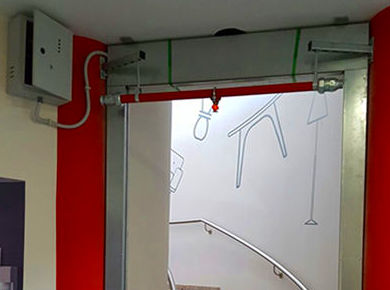 Cortina cortafuegos irrigada sistema combinado por agua