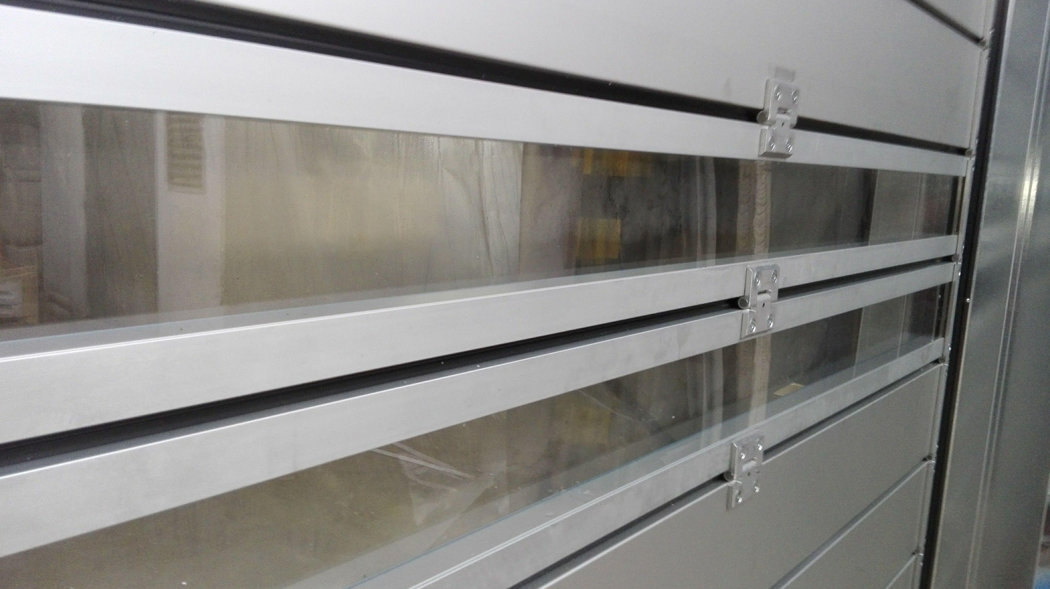 Puerta muy rápida para alimentación de paneles térmicos con visión ventanas