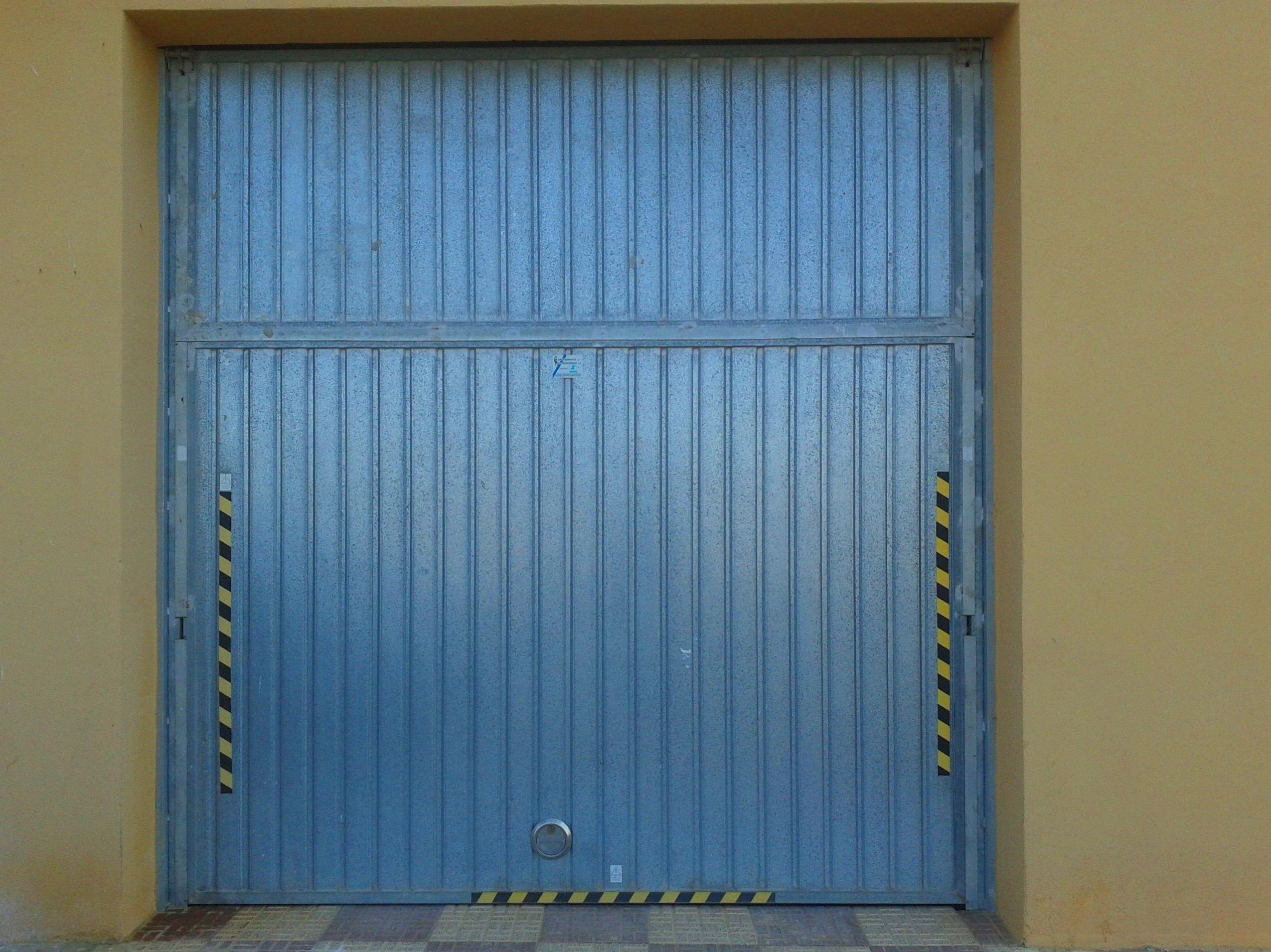 Puerta metálica de contrapesos pre leva galvanizada