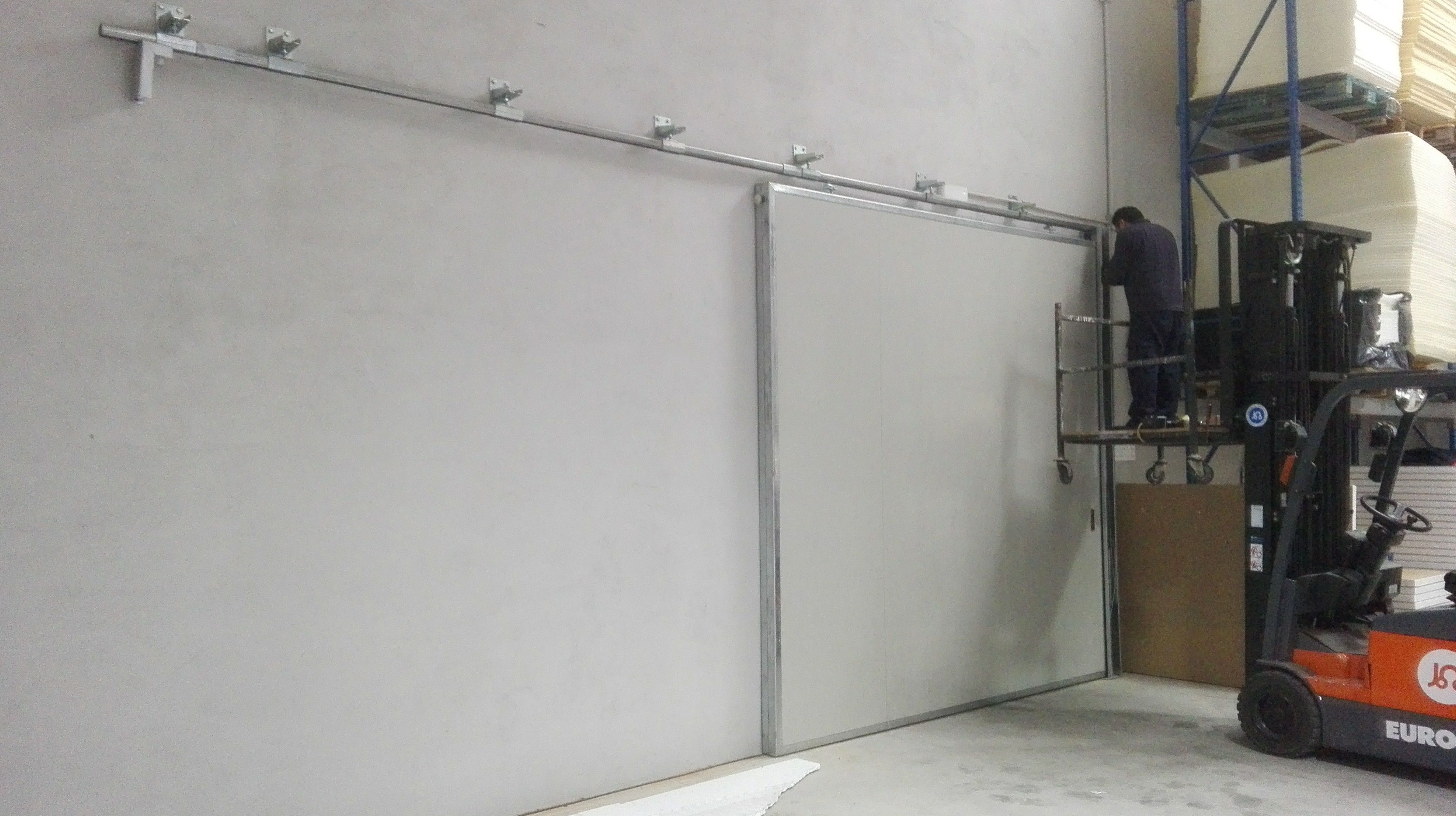 Puerta corredera cortafuegos de 1 hoja con resistencia al fuego hasta 90 minutos,