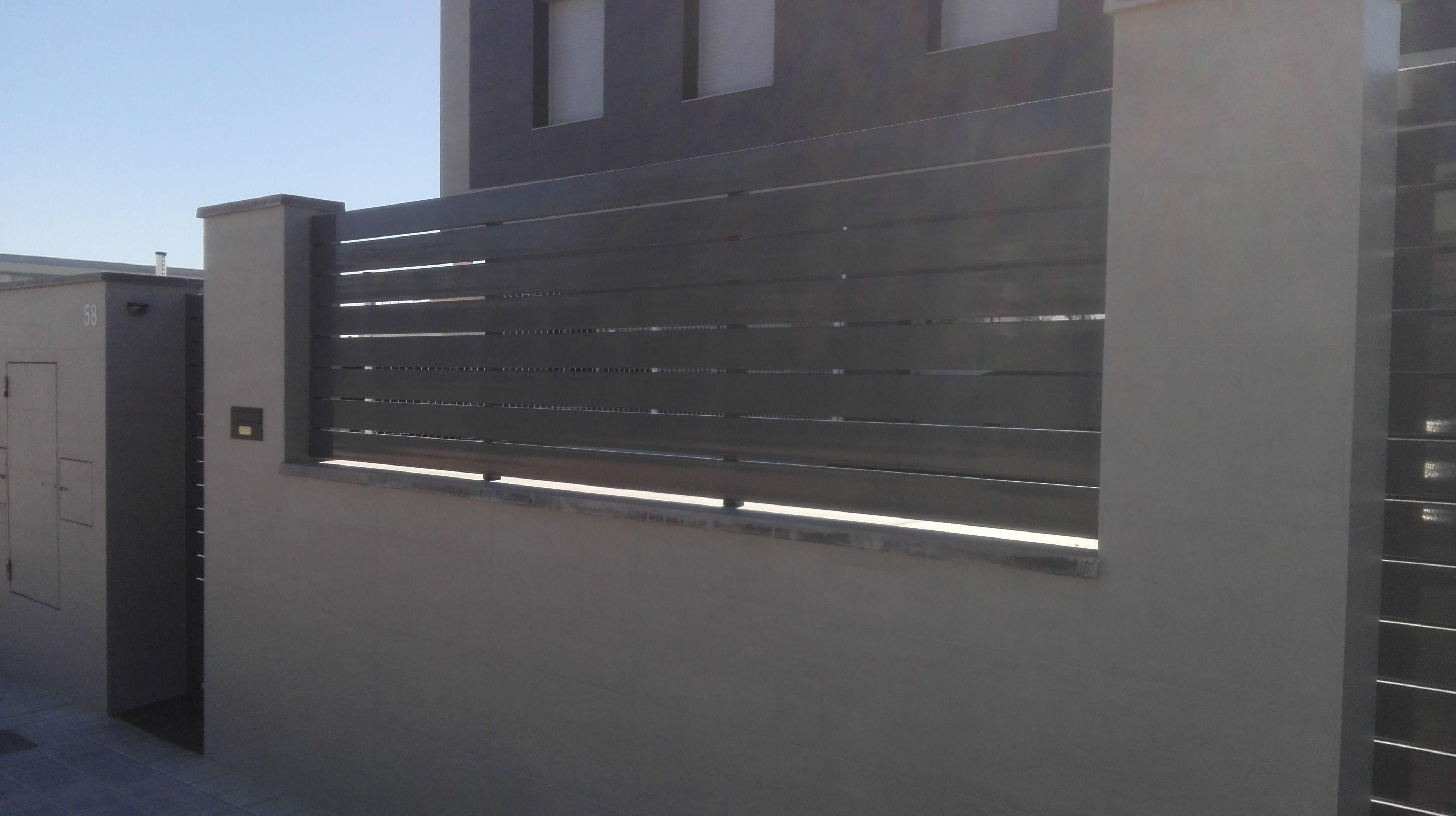 Valla de aluminio lamas separadas