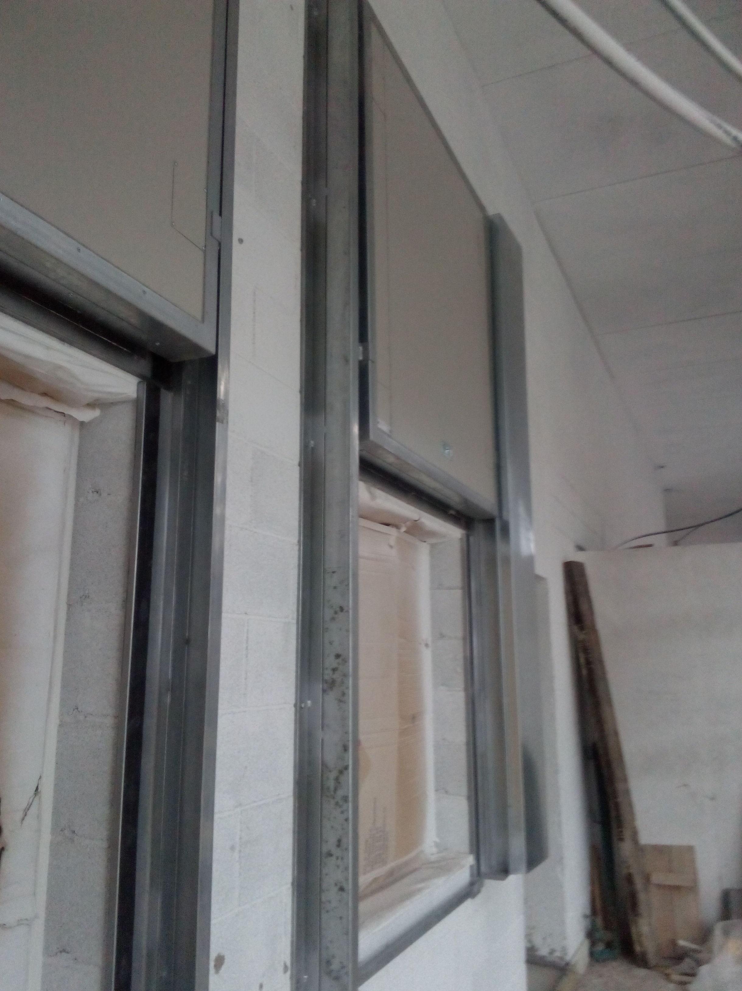 Puertas cortafuegos guillotinas verticales contrapesos laterales, certificadas con resistencia al fuego 90 minutos