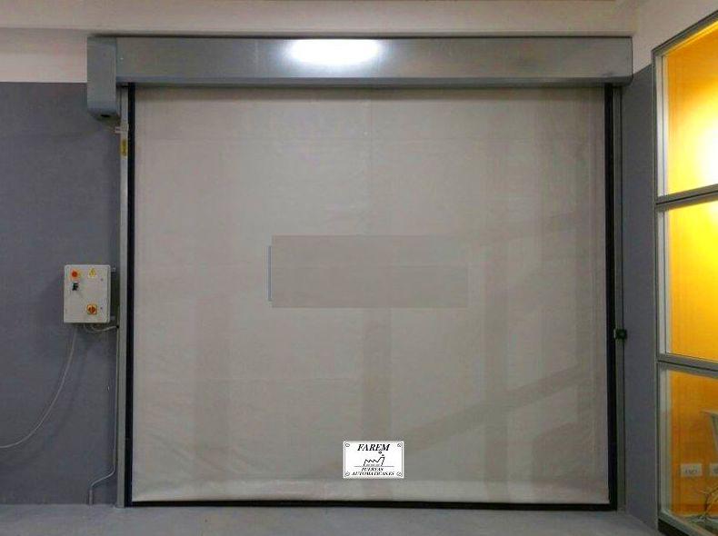 Puerta rápida de lona de pvc enrollable autorreparable modelo Faremgies mirilla