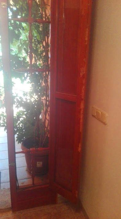 Puerta madera perfil del fijo dañado