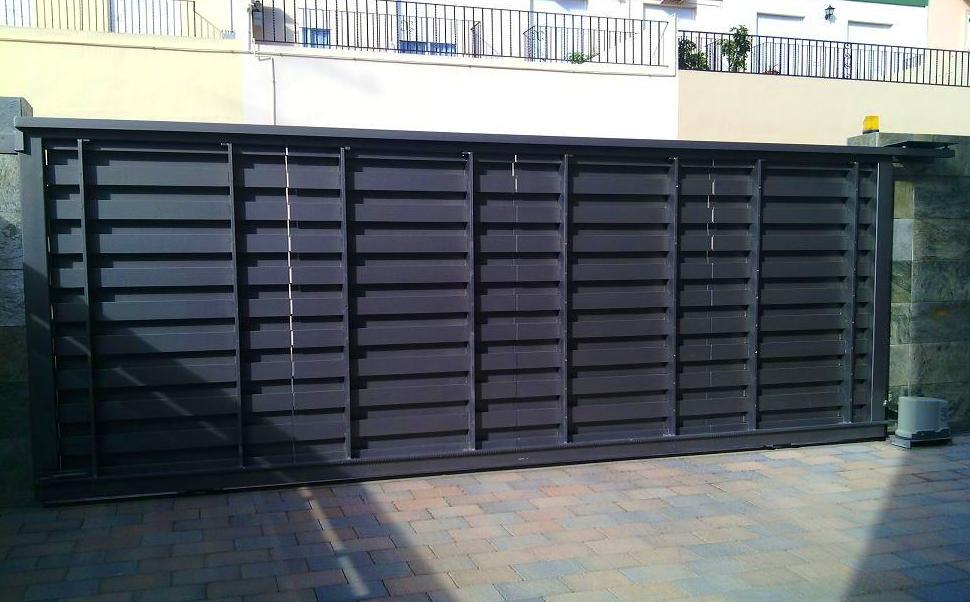 Puerta Corredera automática de pletinas macizas