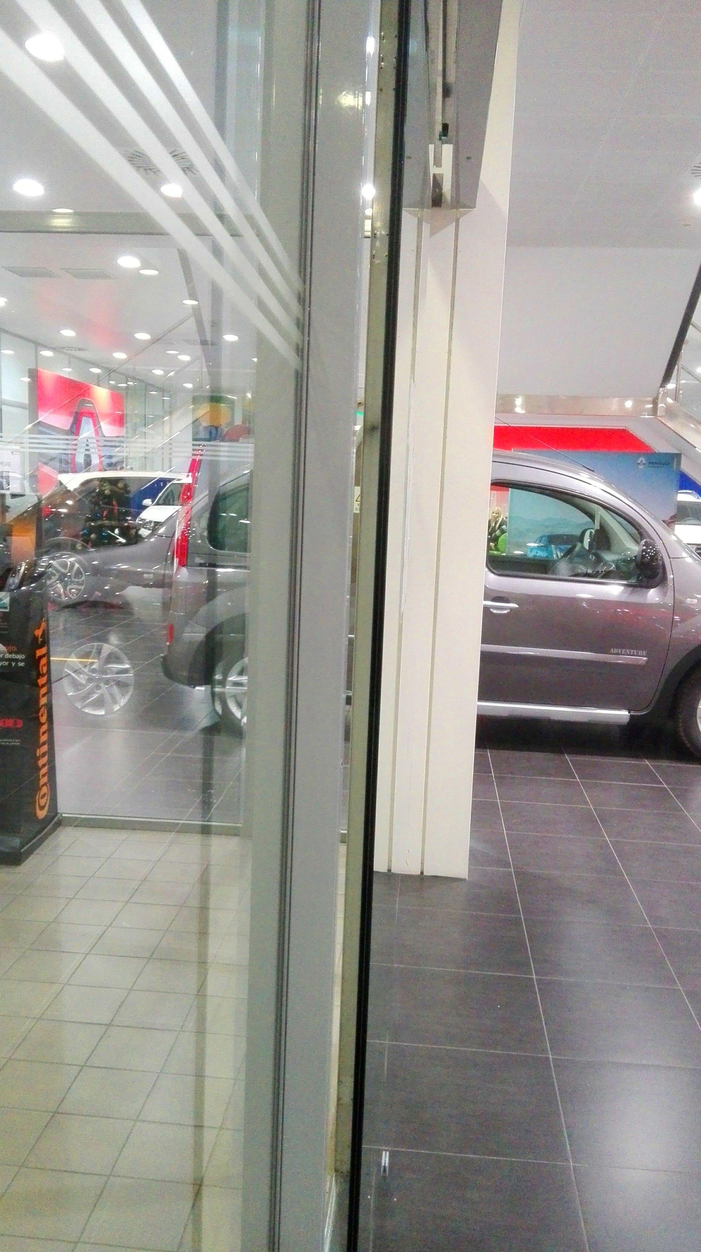 Separación de hoja móvil de puerta de cristal corredera automática