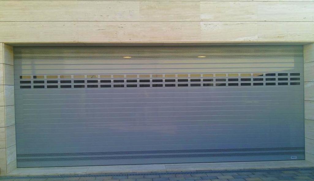 A53 Puerta Enrollable de Aluminio ventilación e iluminación