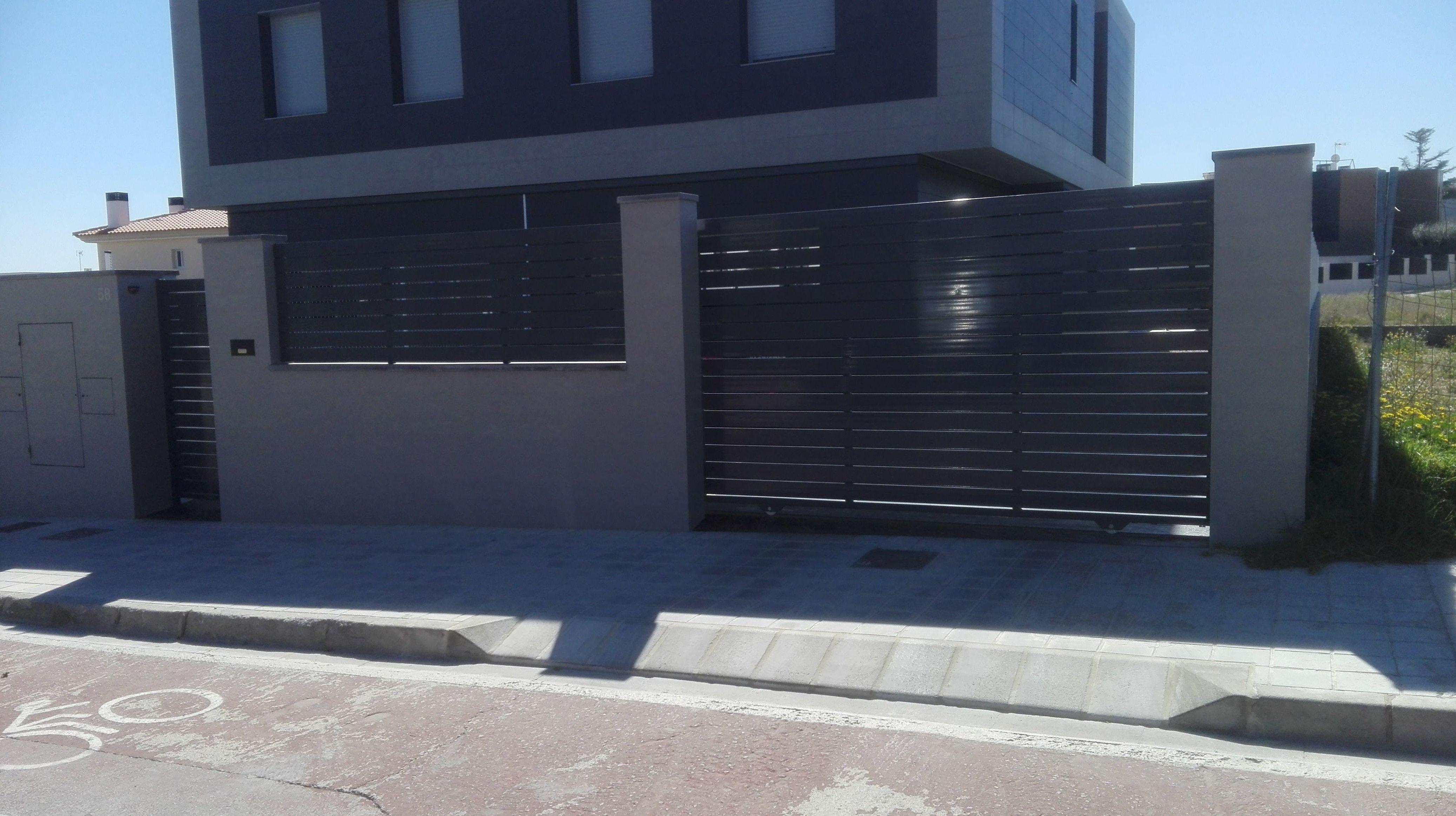 Puerta corredera de aluminio valla y peatonal