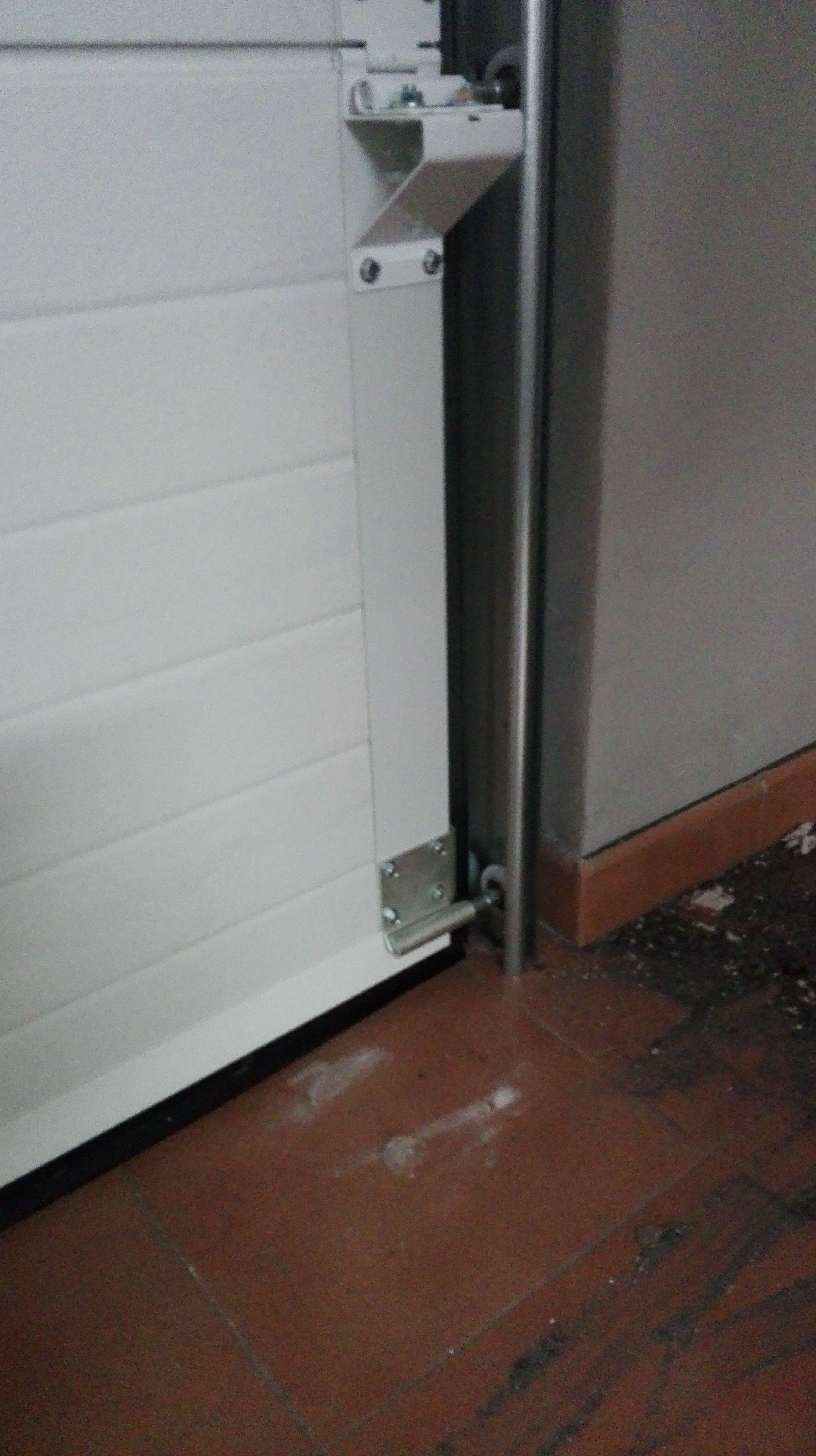Puerta seccional ruedas en guías verticales