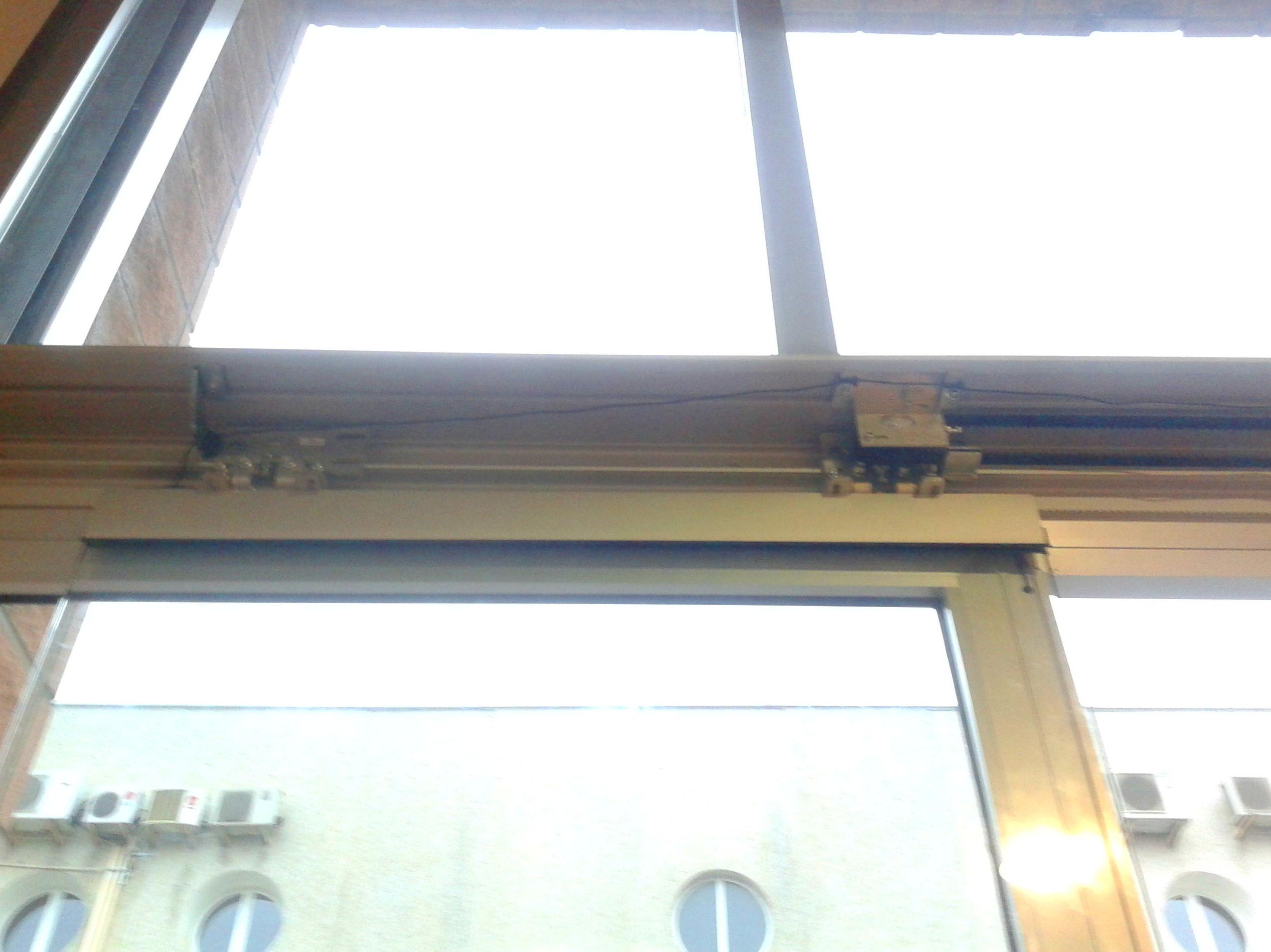 Enganches de hoja de automatismo de puerta corredera de cristal