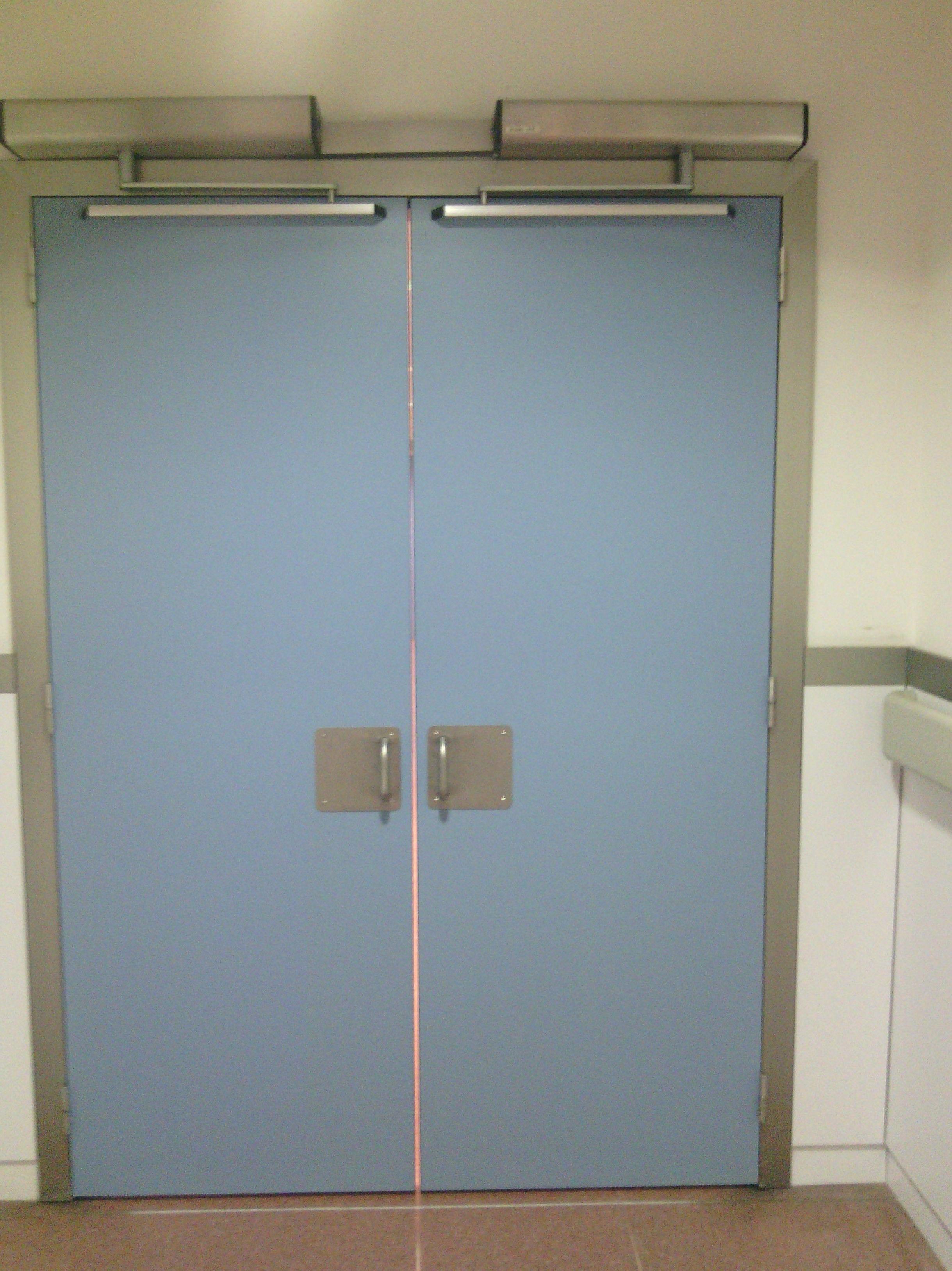 Puerta batiente Automática con Brazos Articulados