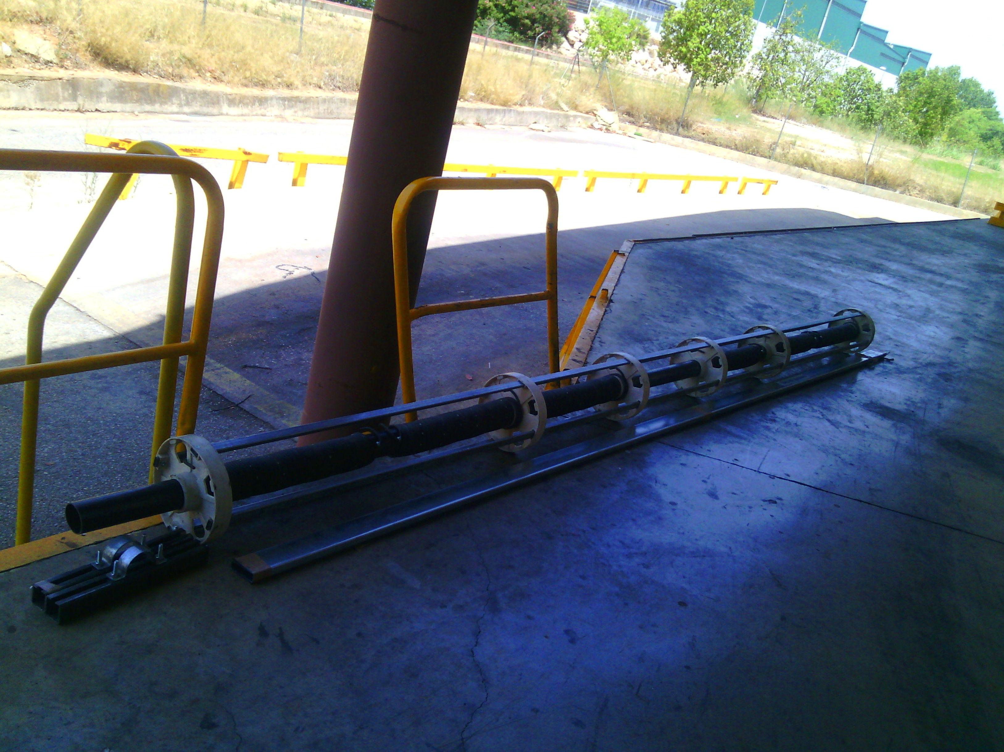 Eje de puerta enrollable industrial enjaulado de 76 milímetros