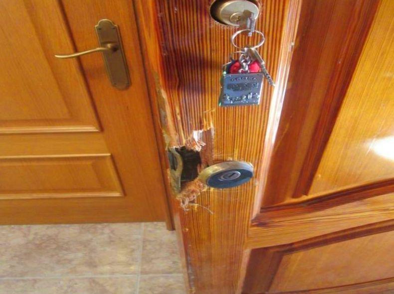 Arreglo Puerta madera mobila vieja