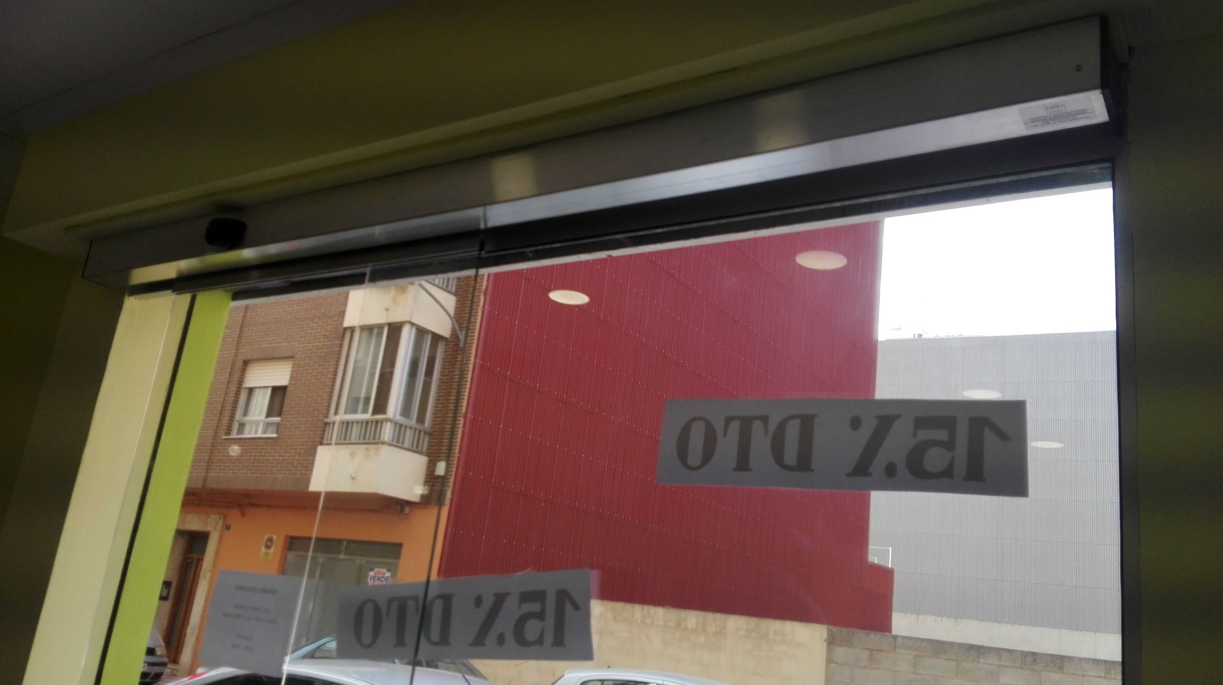 Puerta de cristal corredera automática de 1 hoja cristales laminares