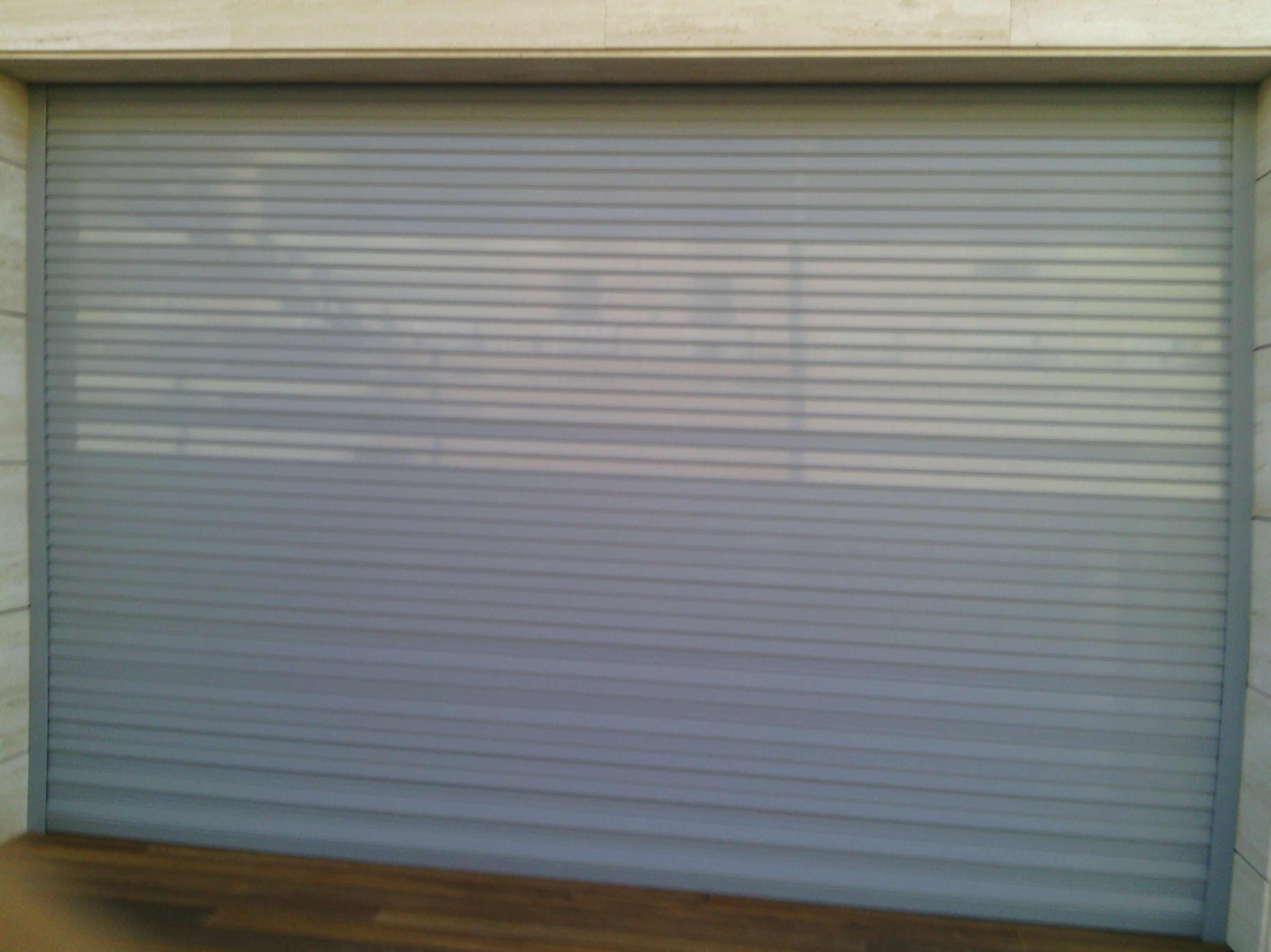 Puerta enrollable de aluminio autoblocante de seguridad