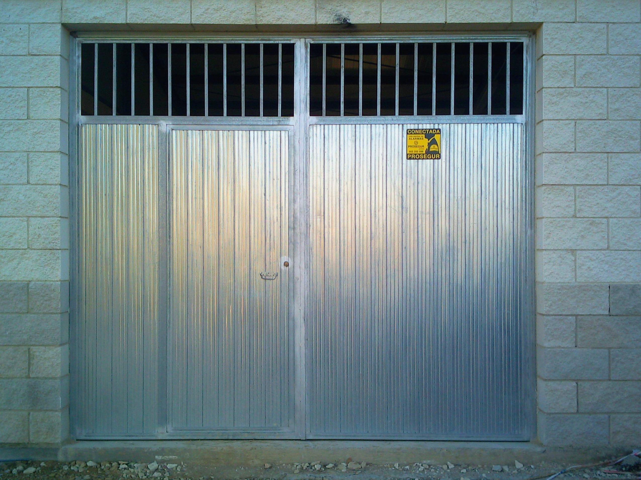 Farem puertas de garaje abatibles correderas - Puerta chapa galvanizada ...