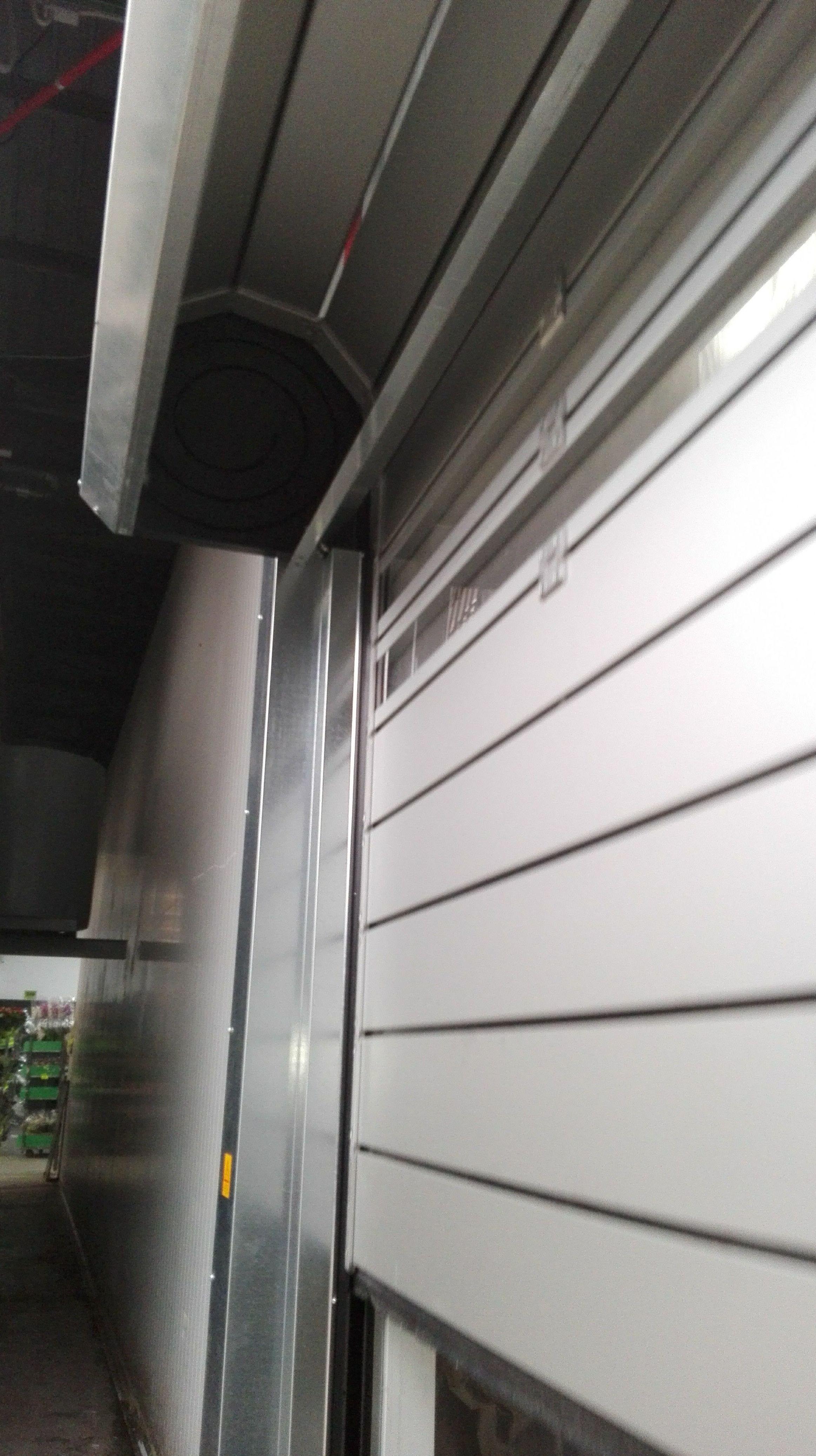 Puerta rápida enrollable en espiral de paneles aislantes térmicos