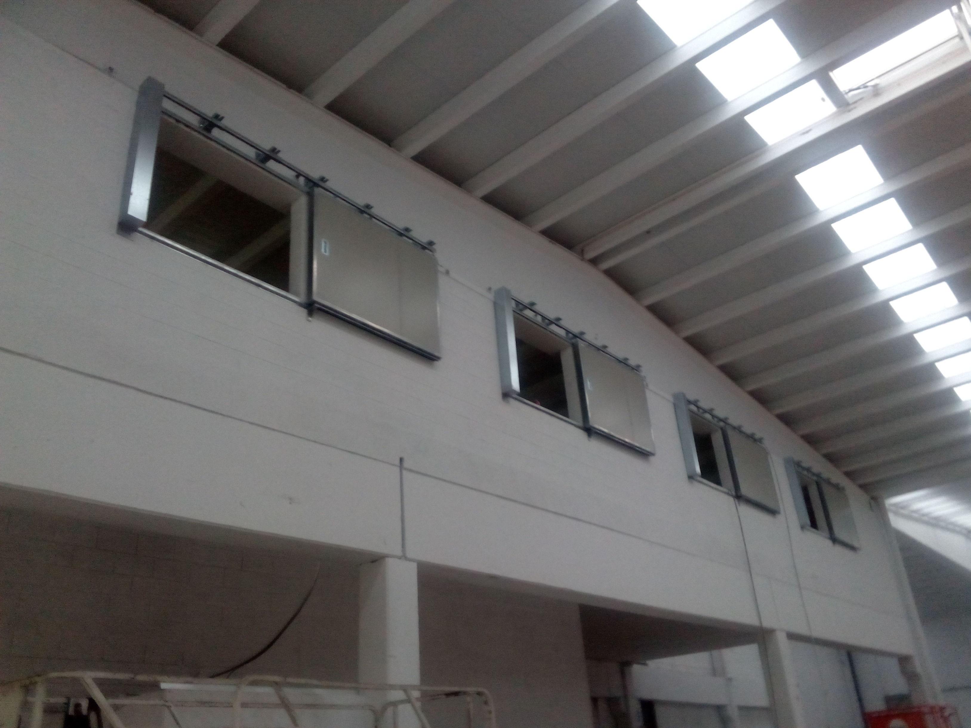 Puerta cortafuegos correderas de una hoja para ventanas cierre por fusible térmico