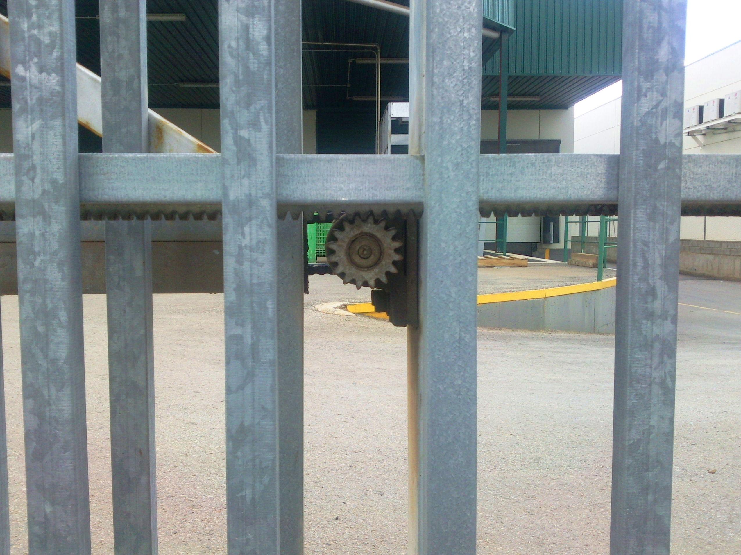 Piñón de unión para motor de puerta corredera telescópica