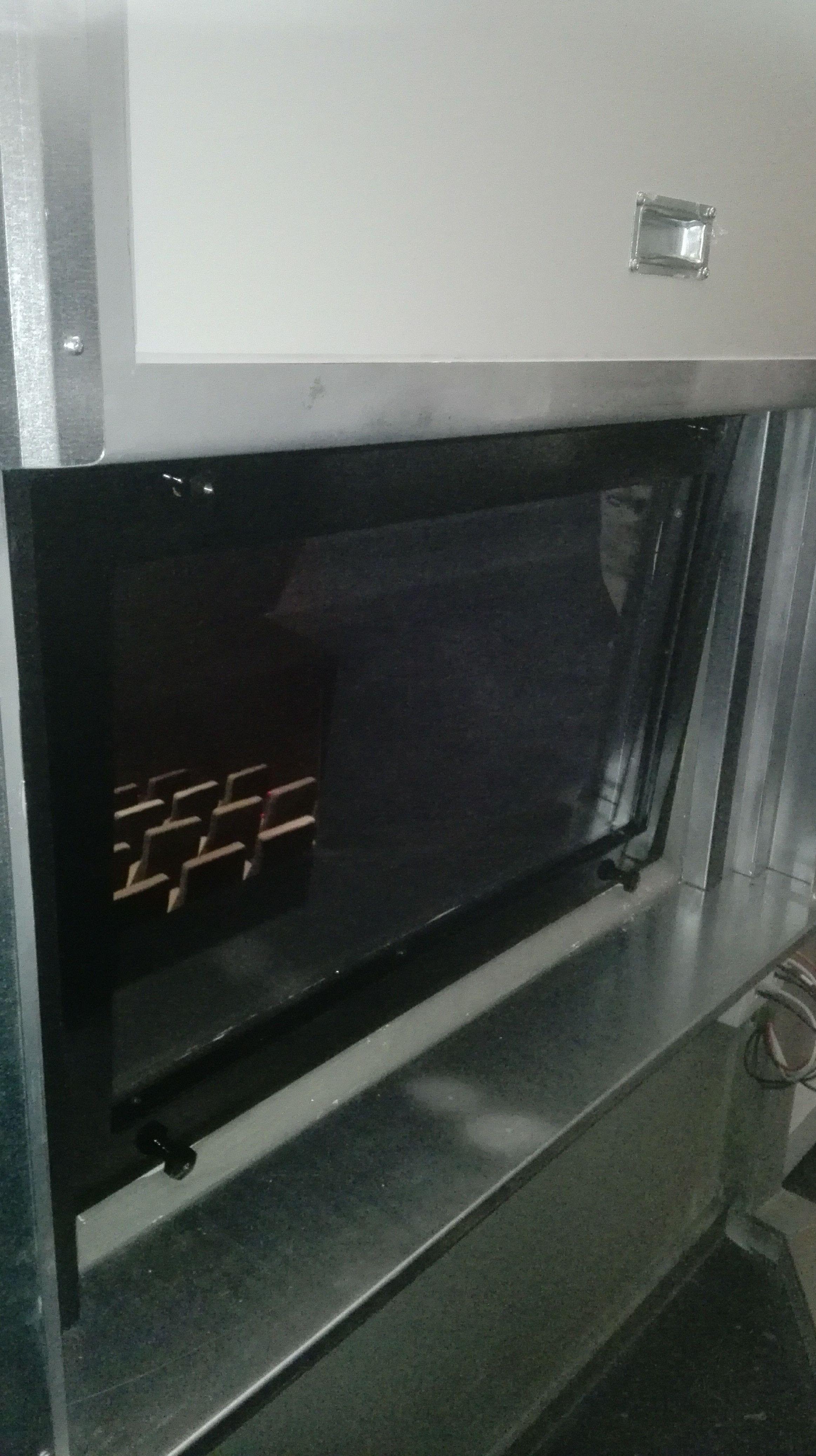 Puerta guillotina en Ventana cortafuegos sala de cine ,cierre por fusible