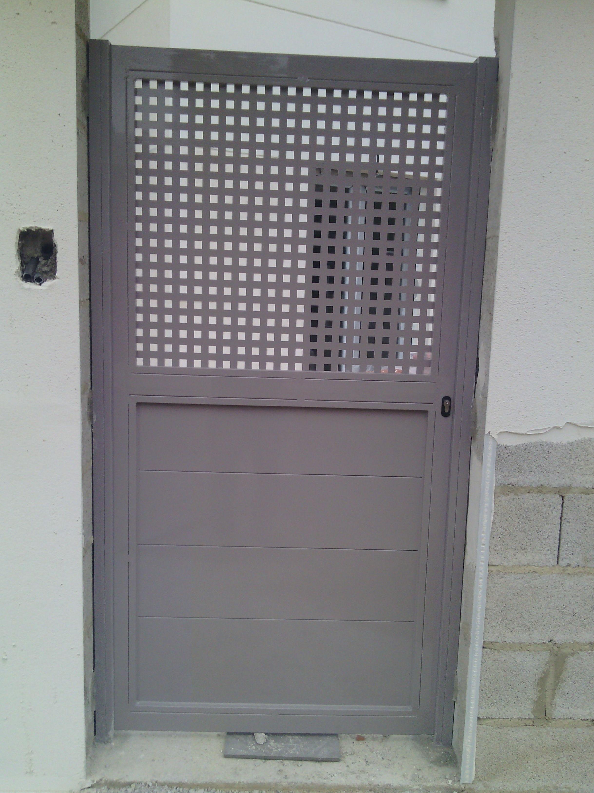 Puerta Peatonal metálica galvanizada y pintada