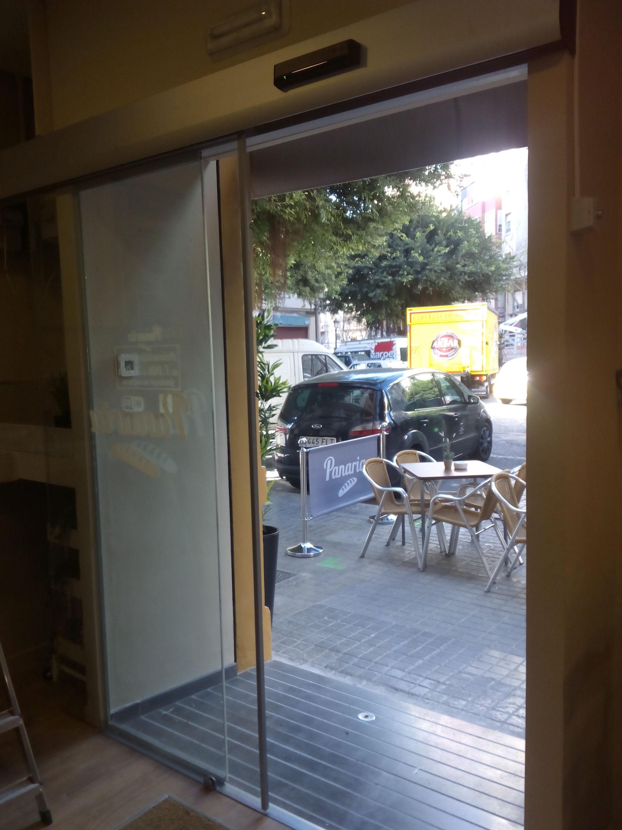 Puerta de cristal laminar automática 1 hoja corredera