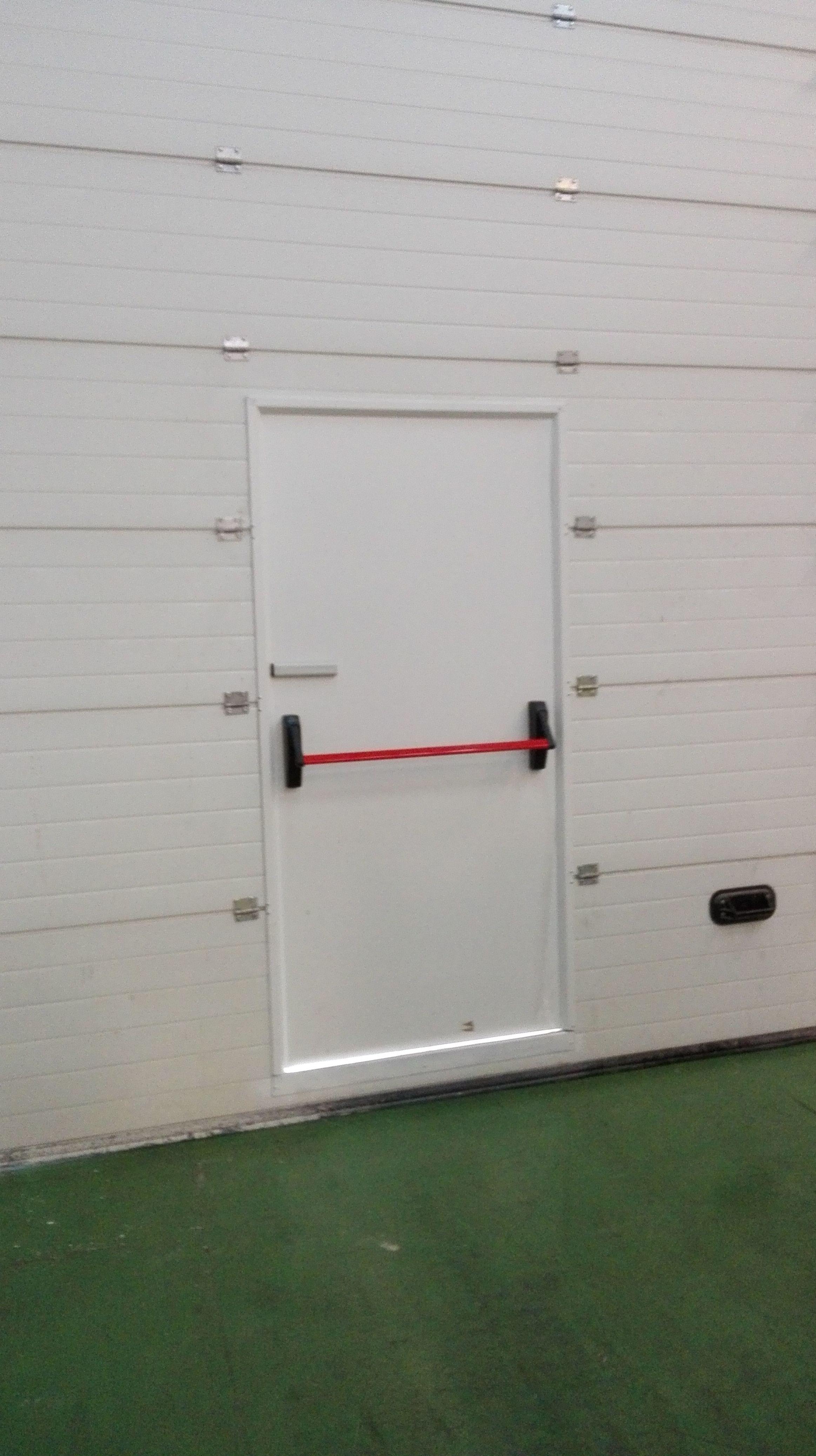 puerta peatonal con seguridad de puerta abierta