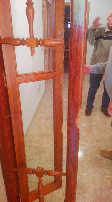 Arreglo fijo Puerta de madera mobila dañado