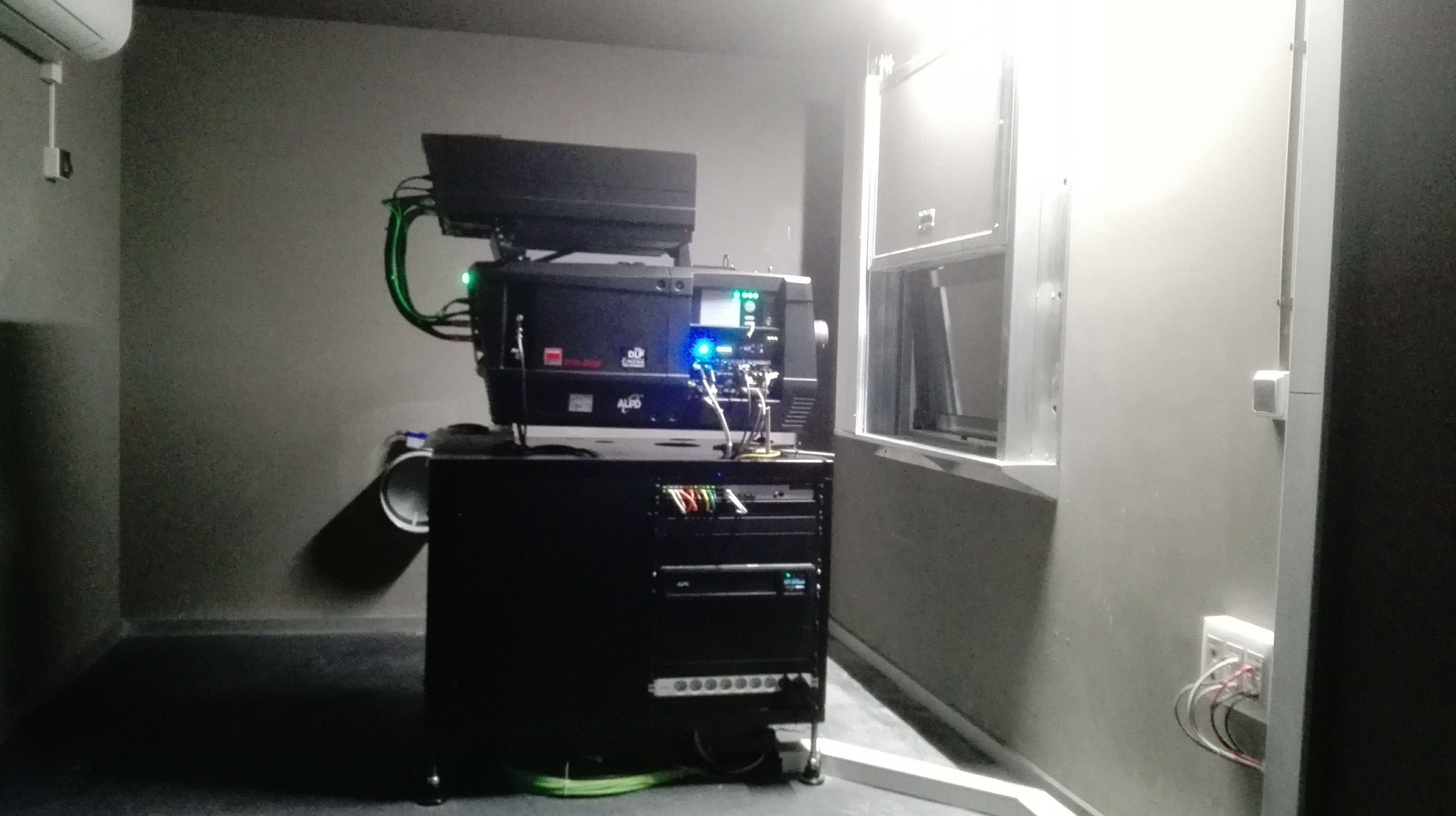 Ventana de guillotina de una hoja contra incendios certificada en sala de cines
