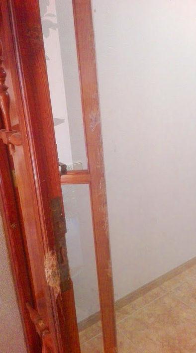 Arreglo fijo lateral Puerta de madera mobila dañado