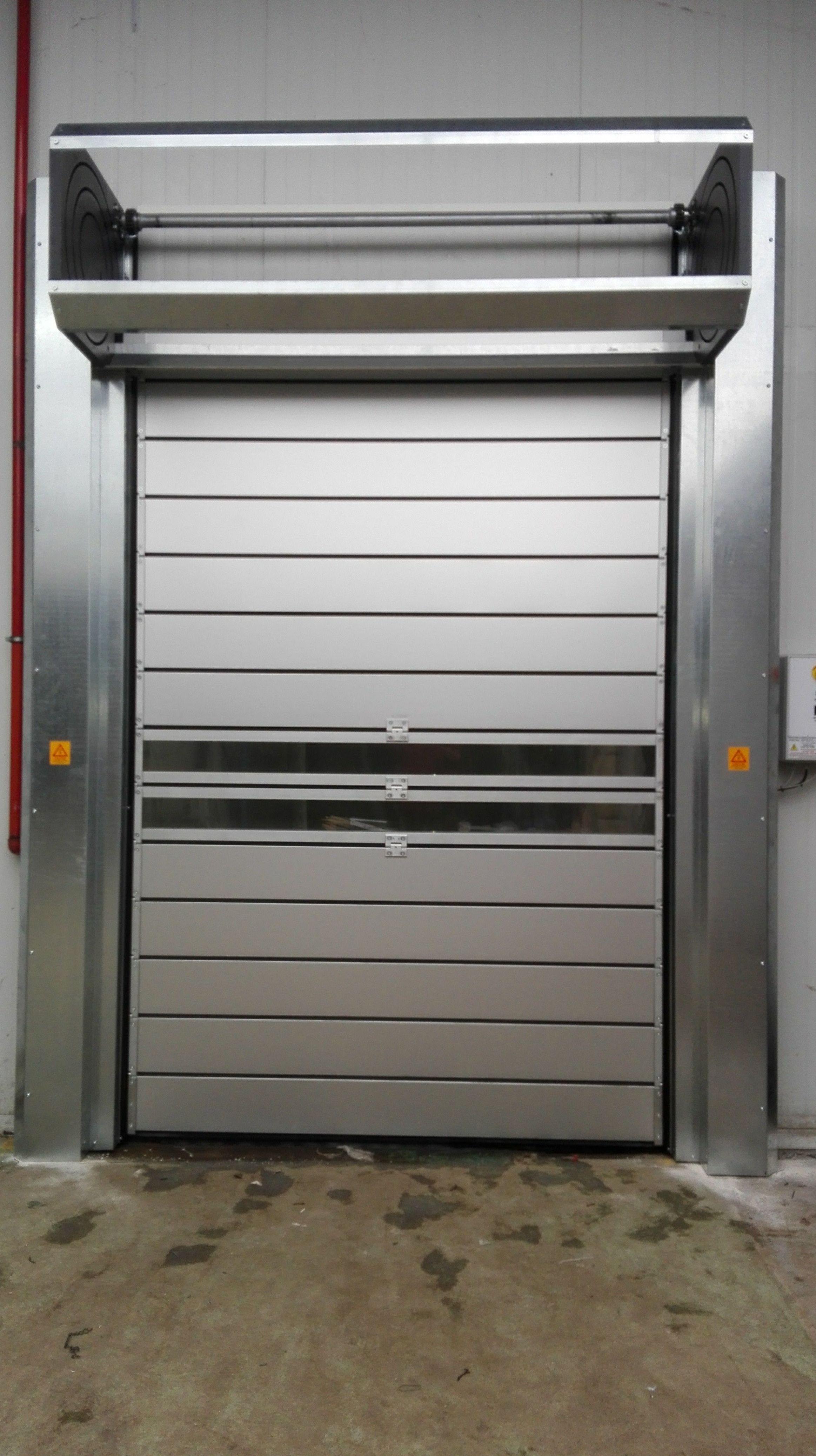 Puerta rápida 2 mts/sg  enrollable en espiral de paneles aislantes térmicos temperatura interior hasta -5ºC y +40ºC exterior