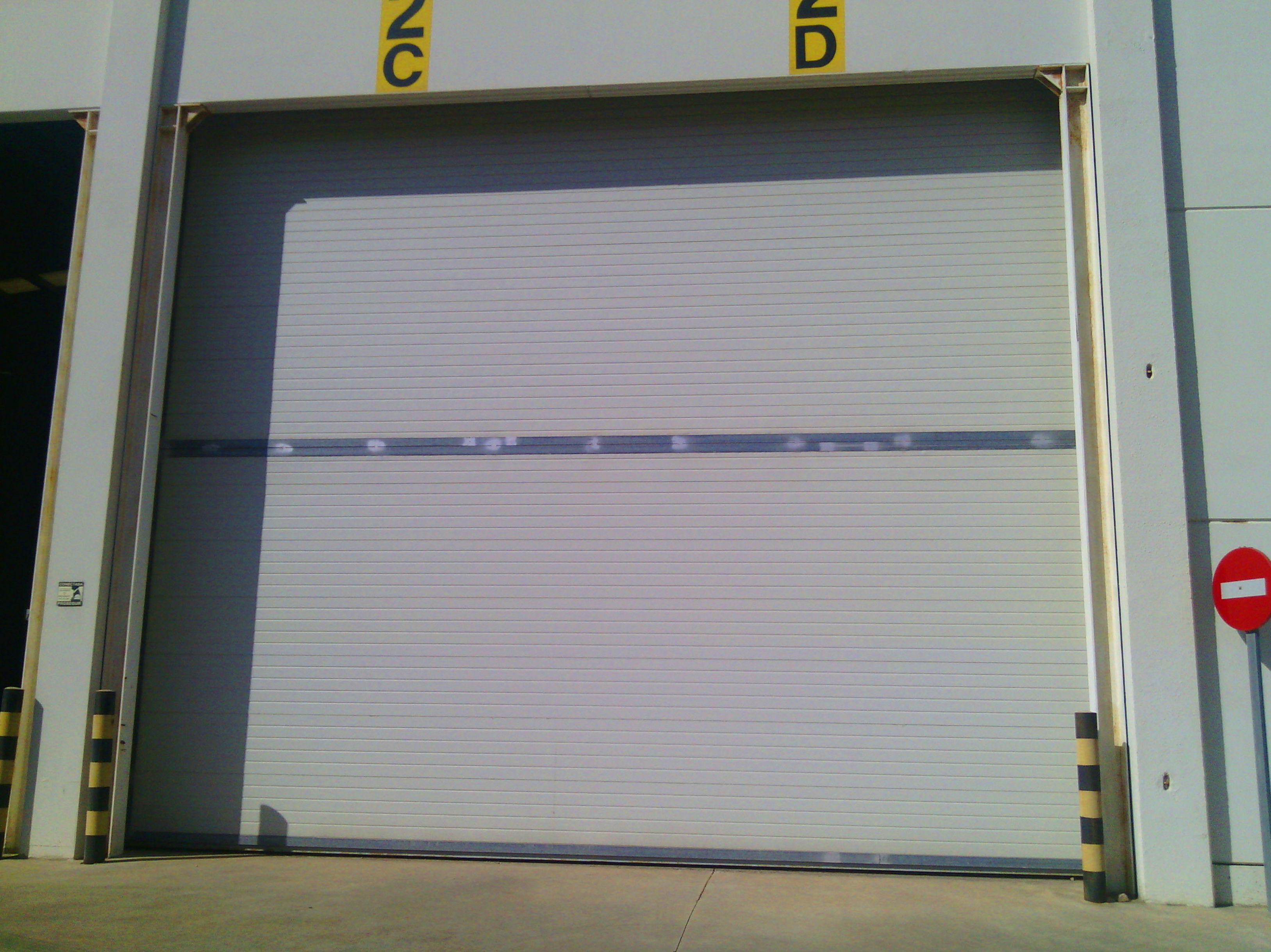 Puerta corredera industrial de panel de sándwich térmico y aislante