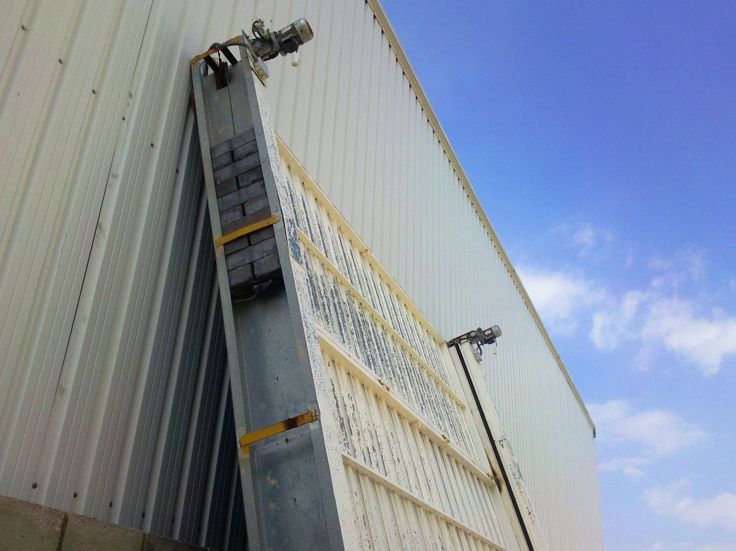 Motor y puerta basculante de contrapesos industrial