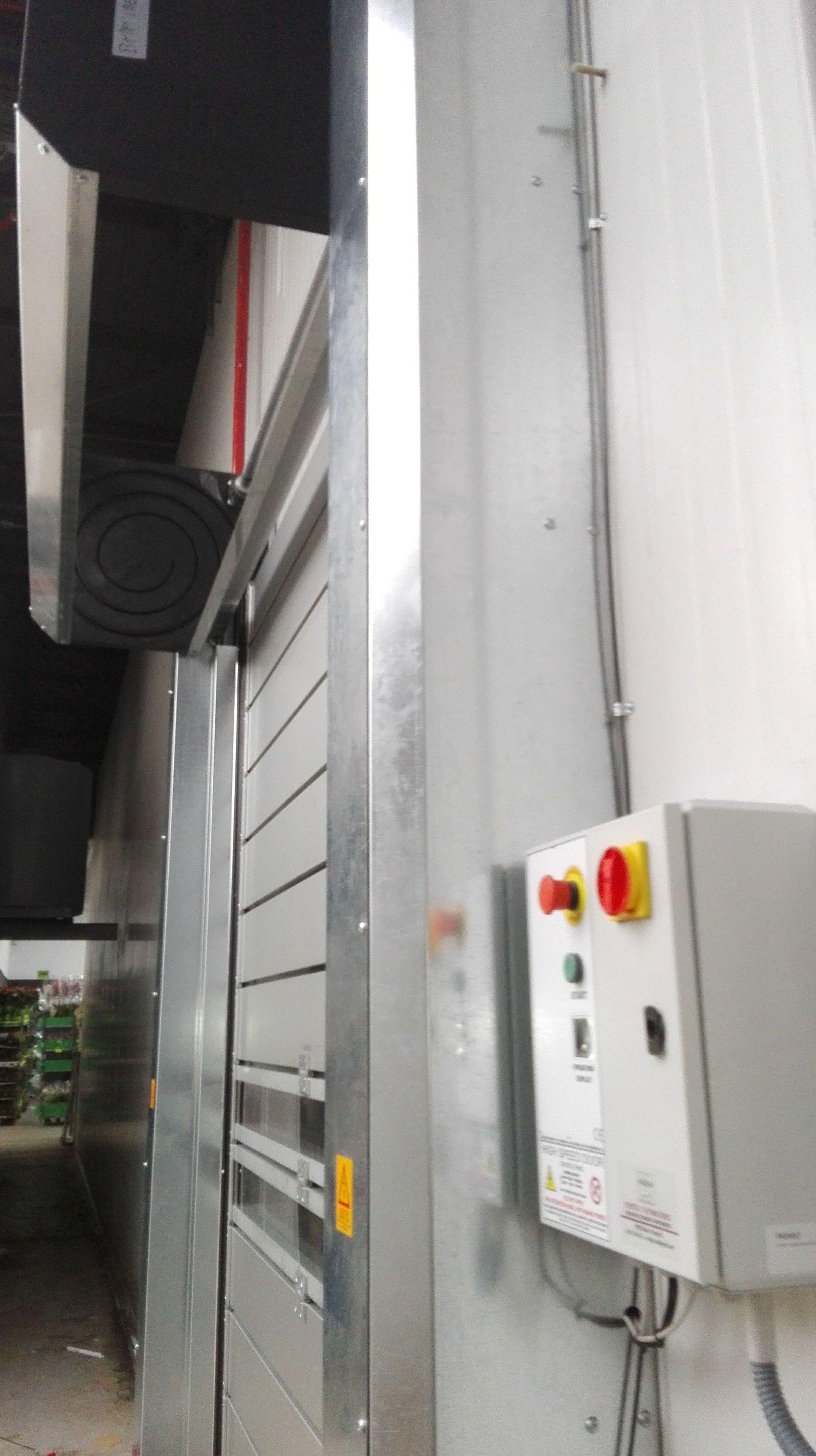 Puerta rápida enrollable espiral de panel aislante térmico