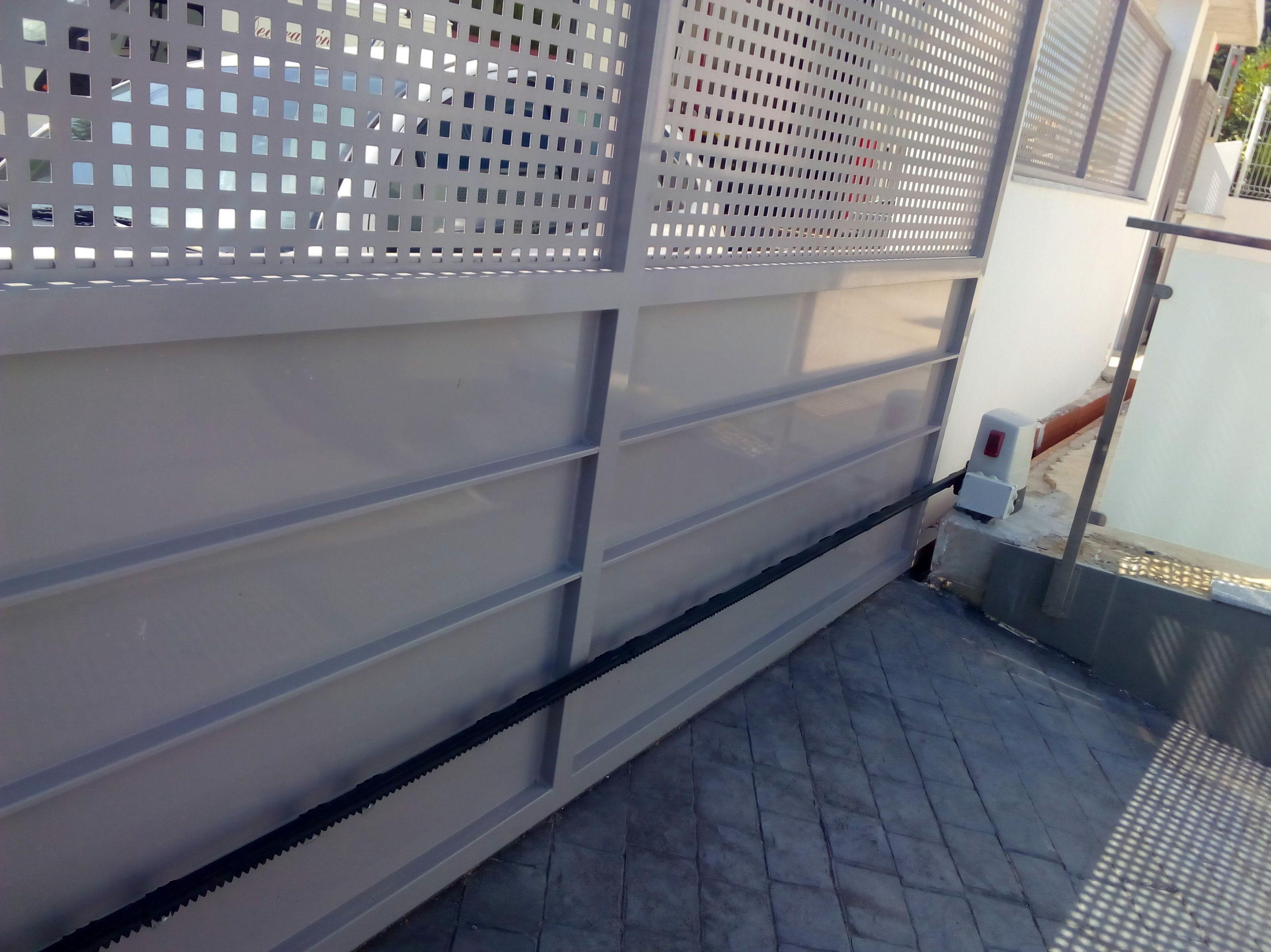Puerta corredera galvanizada lacada pintura al horno