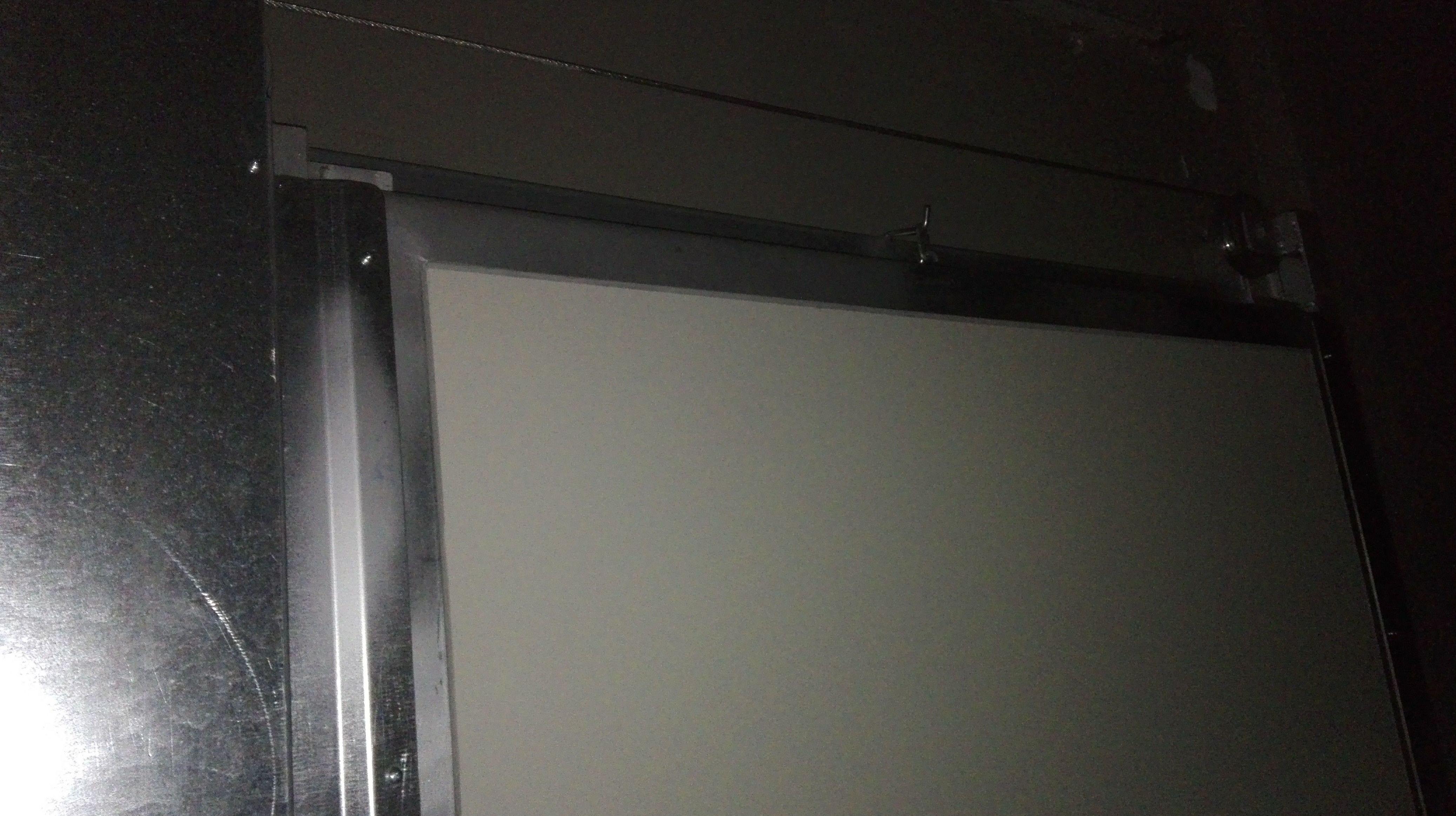Puerta tipo Ventana de guillotina cortafuegos poleas y cable de contrapesos