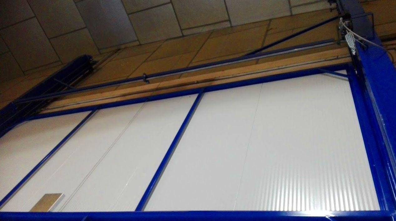 Puerta guillotina industrial de panel de sándwich