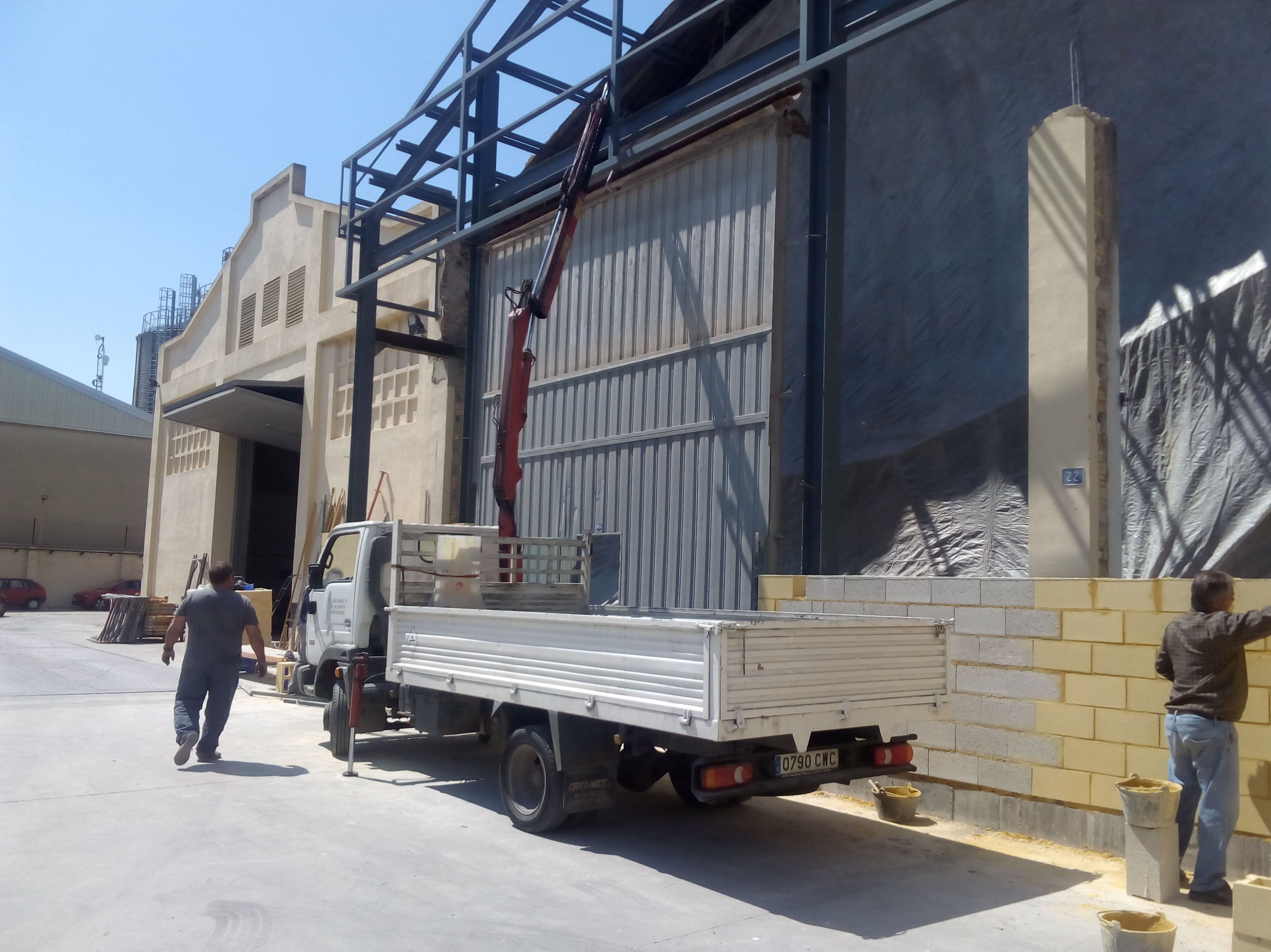 Montaje de puerta pre leva industrial 1