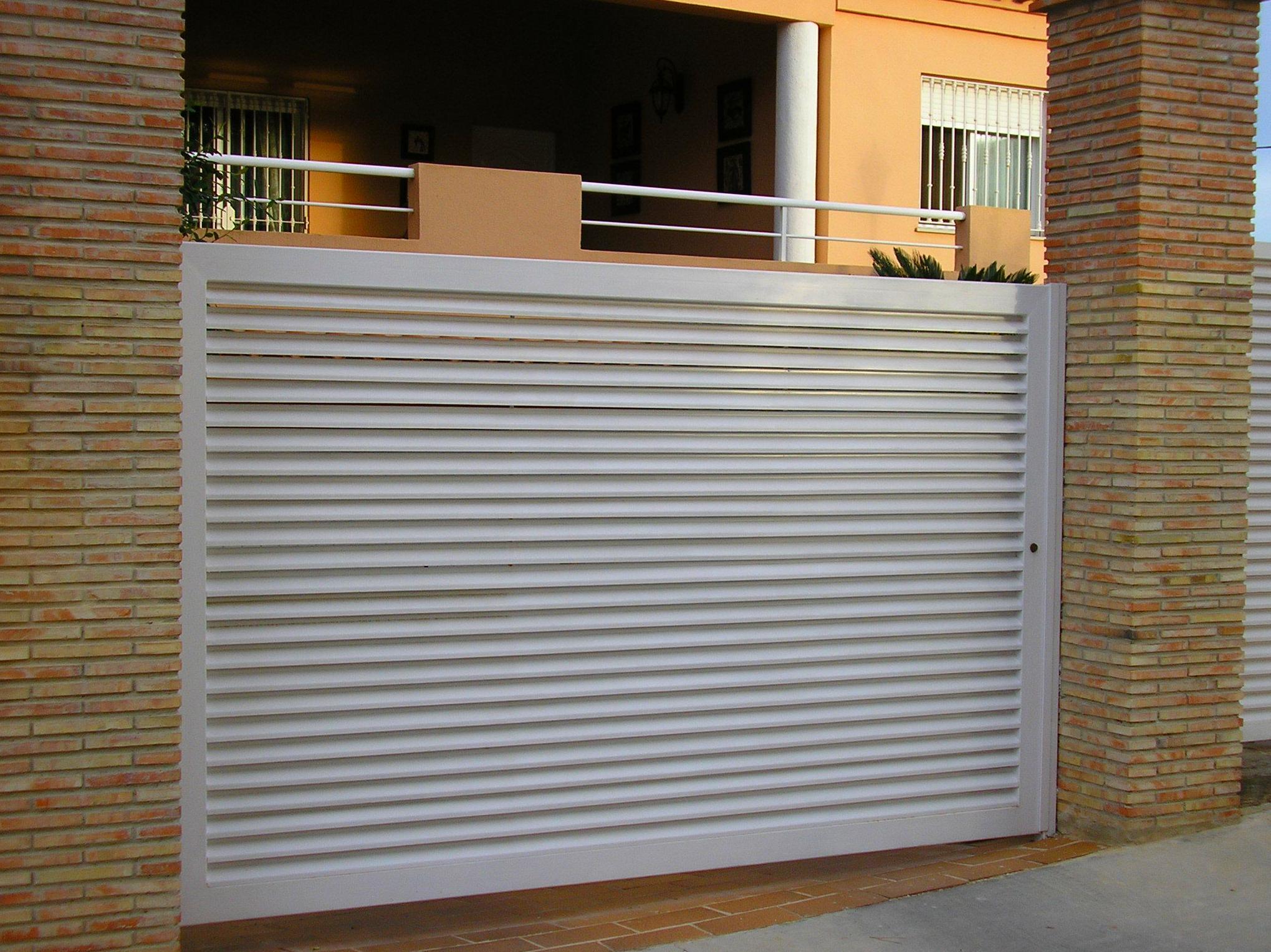 Farem puertas de garaje abatibles correderas for Puerta garaje metalica