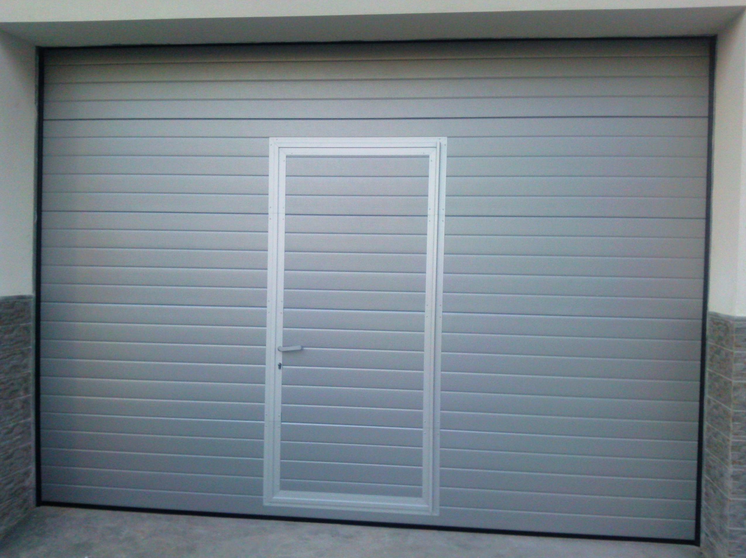 Puertas de garaje automáticas y manuales