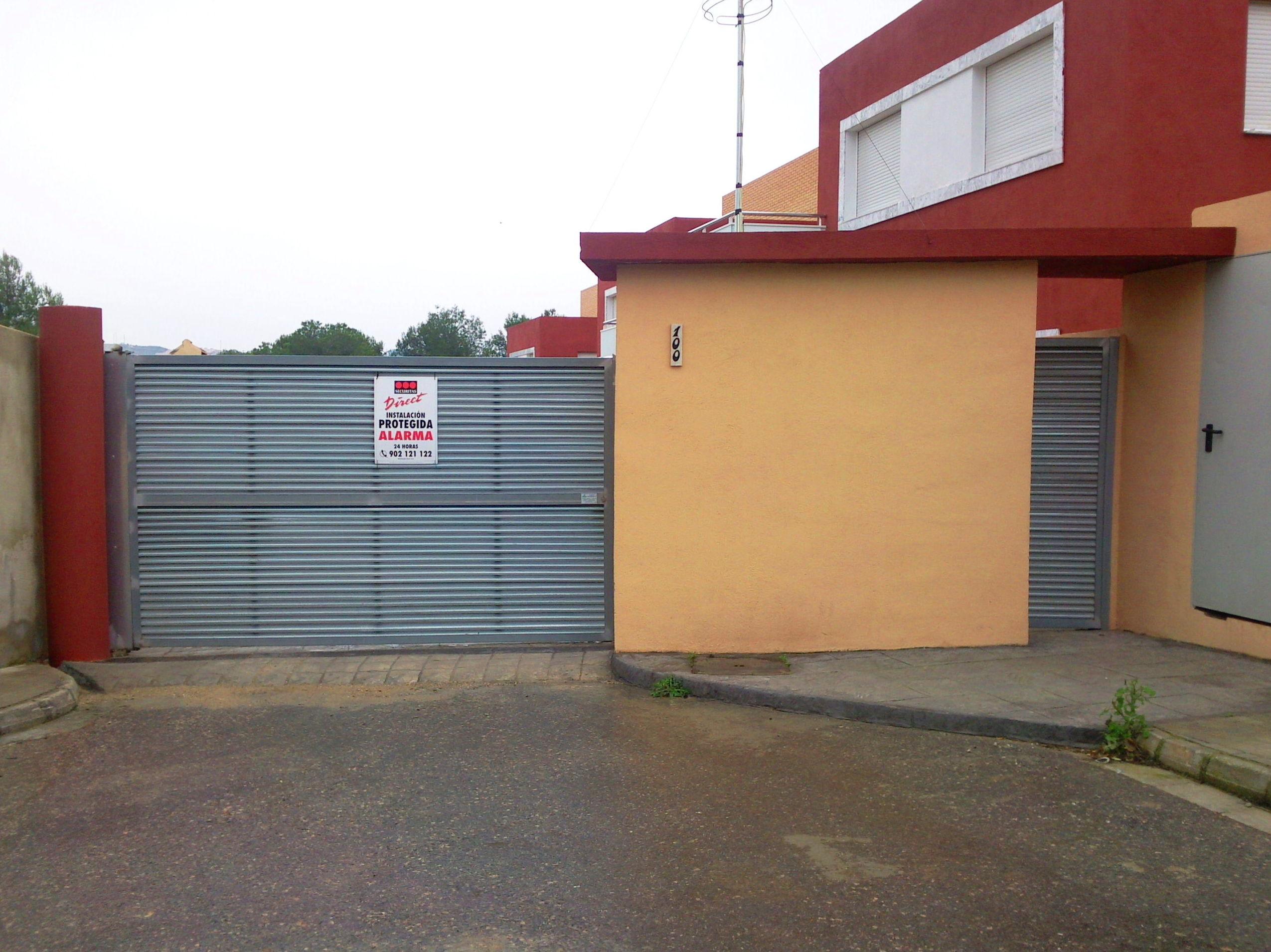 Puertas batientes galvanizadas de lamas vierte aguas