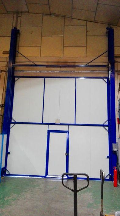 Puerta de guillotina industrial de panel