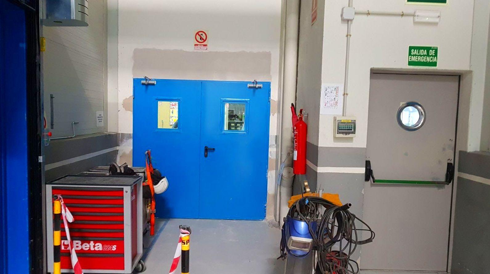 Puerta doble batiente mirillas Cortafuegos EI2-60 cierrapuertas