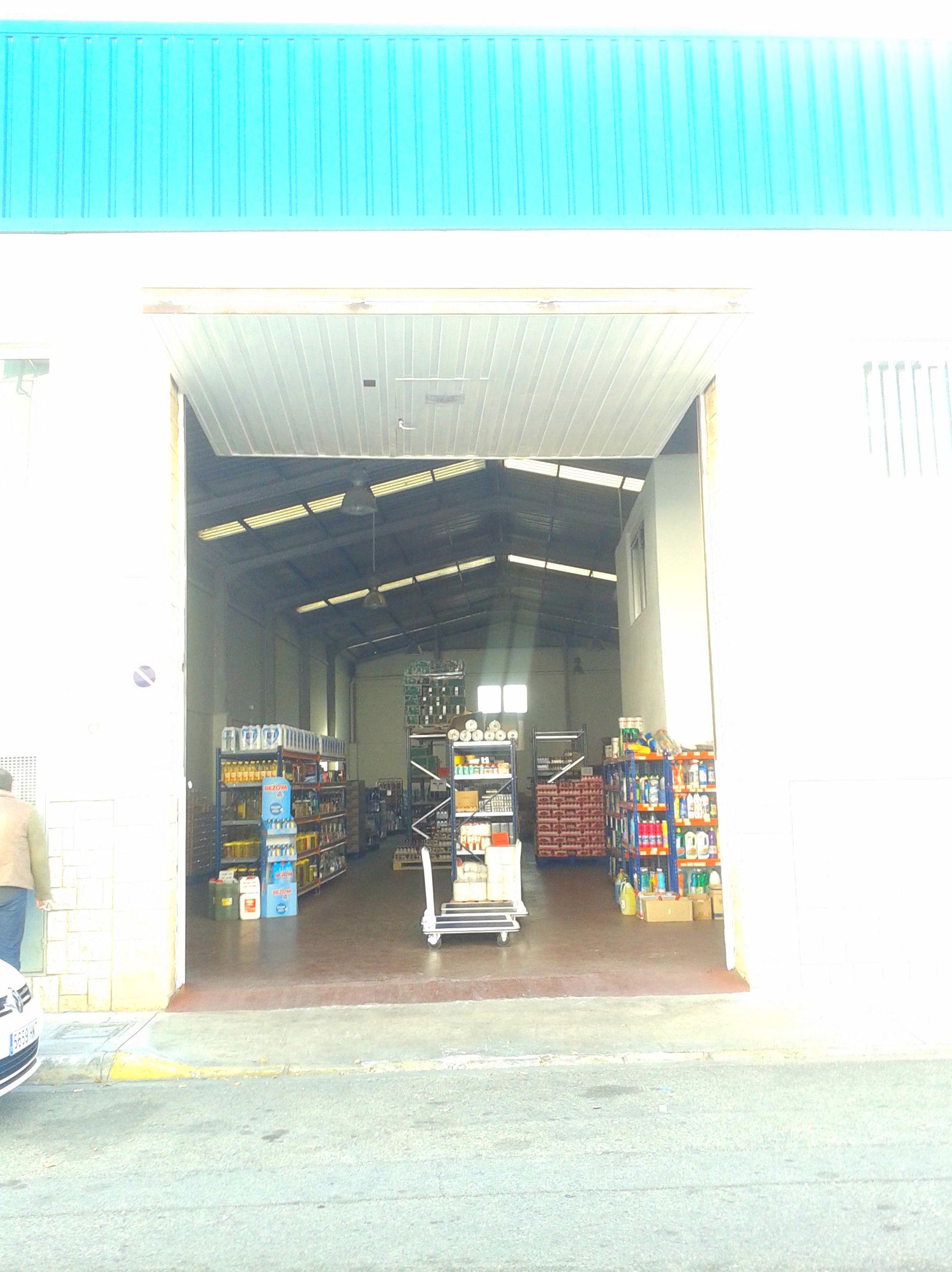 Puerta industrial basculante tipo pre leva de contrapesos laterales
