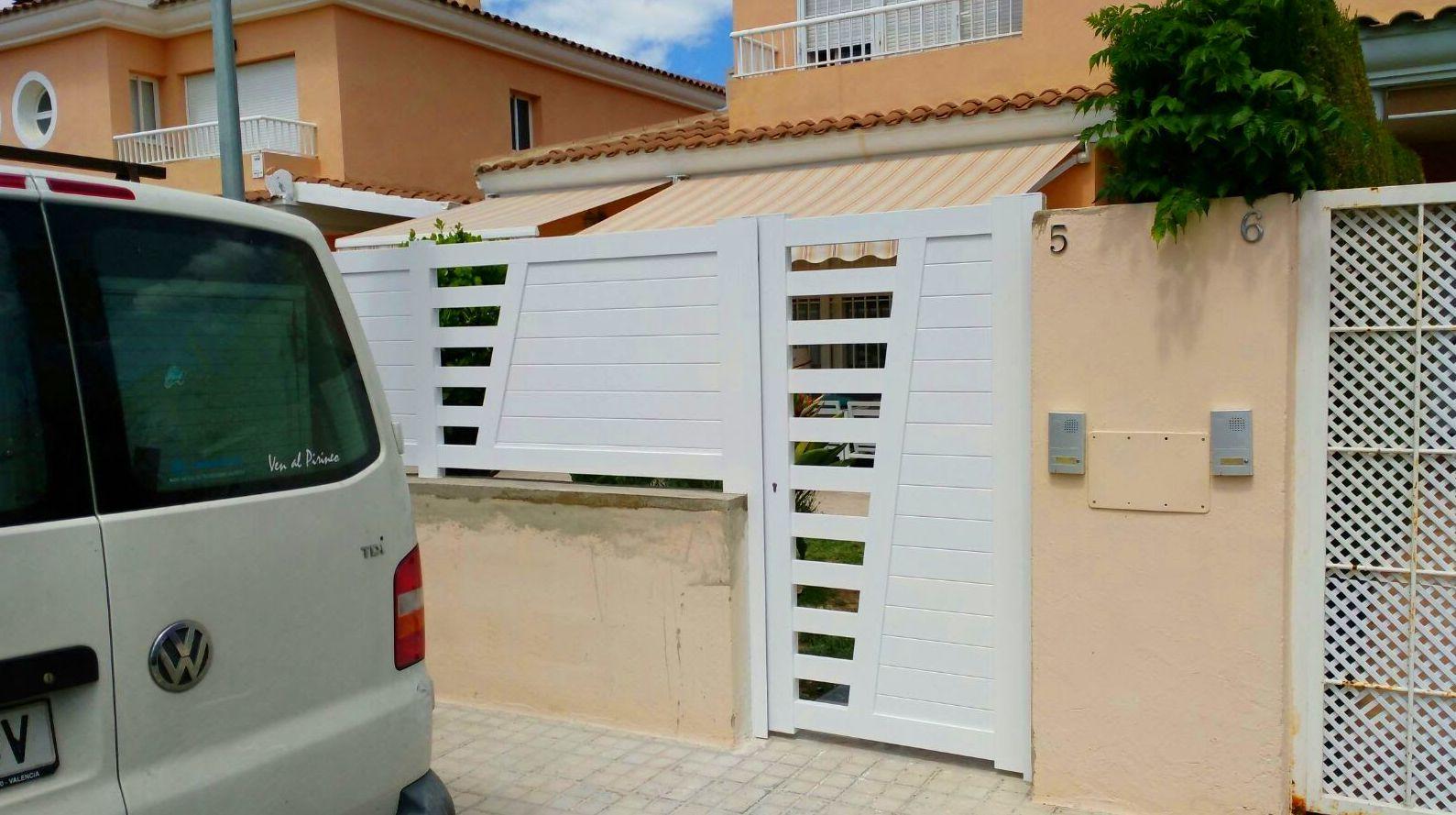 Puertas y Valla de Parcela de Aluminio Blanco FAREM AGMA