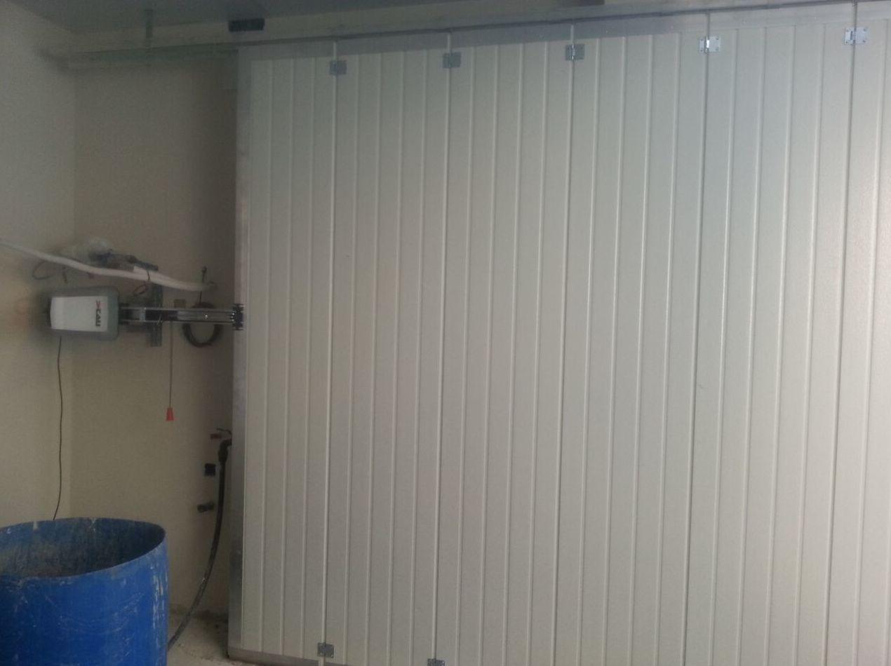 Puerta de garaje corredera lateral automática seccional con panel de sándwich