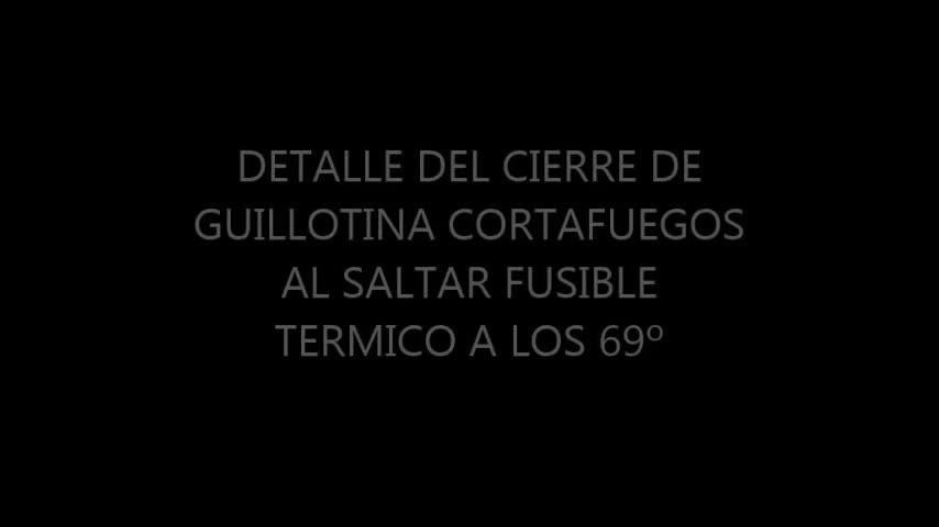 DETALLE DEL CIERRE DE GUILLOTINA CORTAFUEGOS AL LIBERARSE EL FUSIBLE TÉRMICO }}