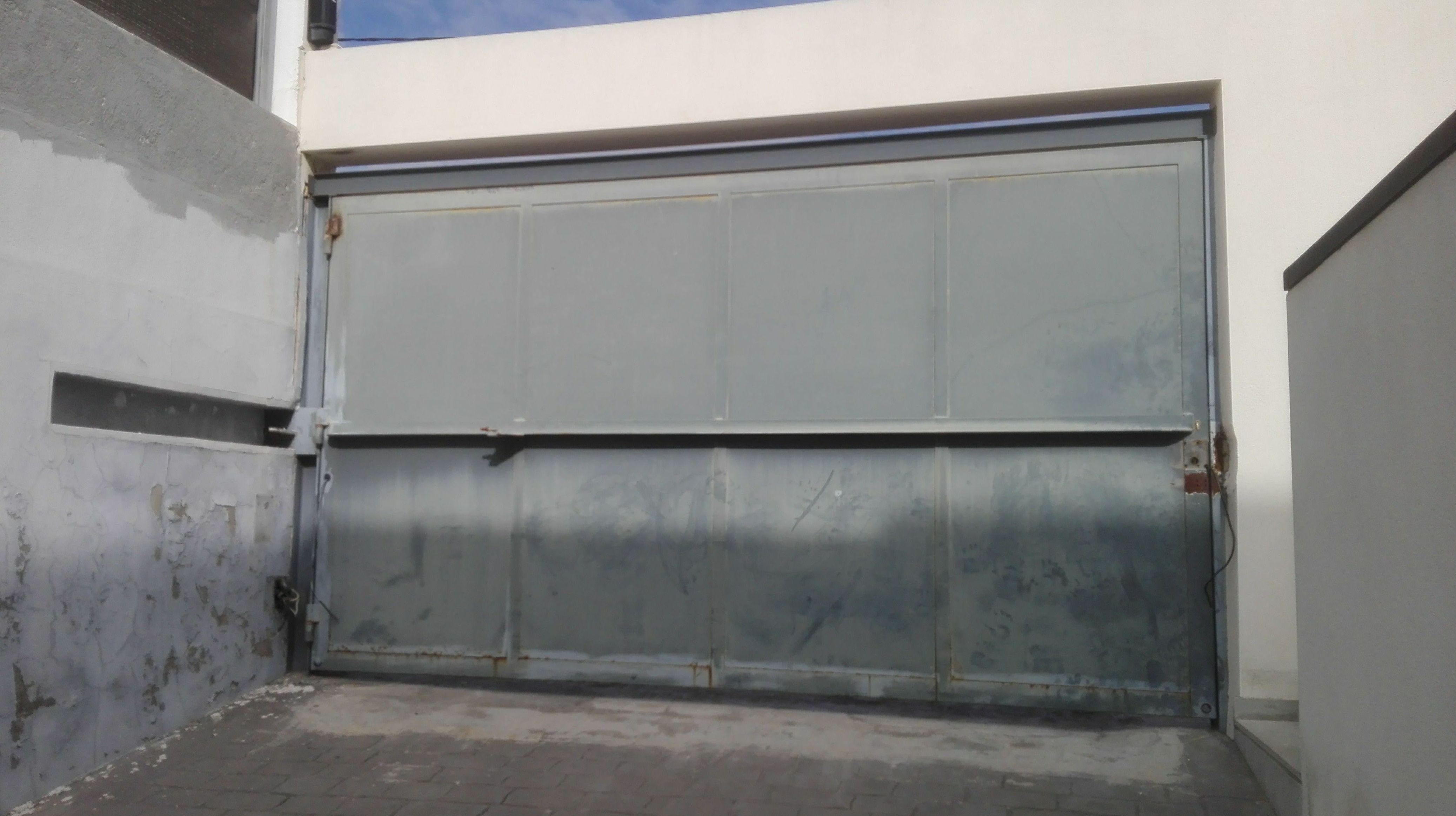automatización de puerta batiente residencial en torrente