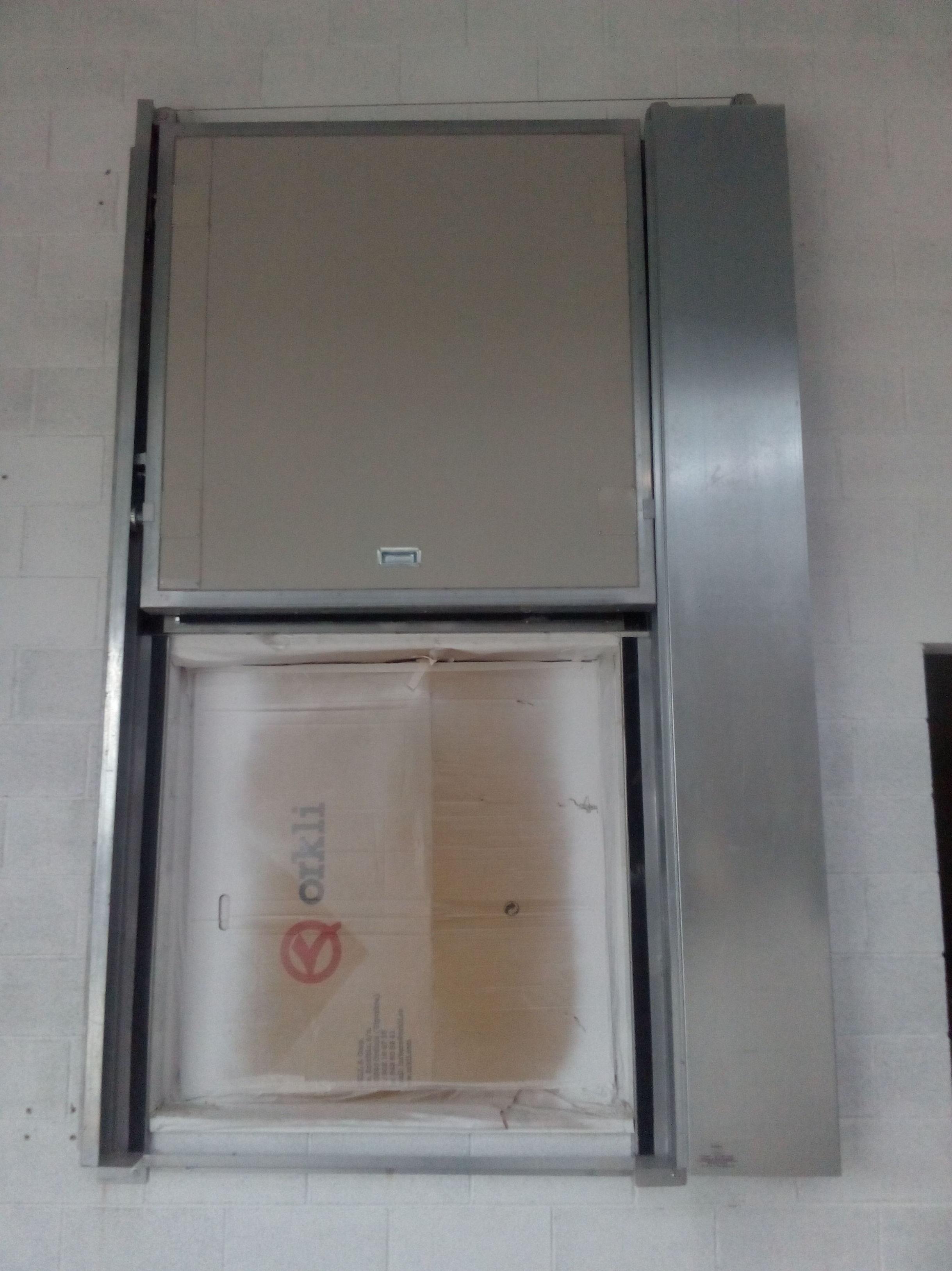 Puerta cortafuegos guillotina vertical , cierre por fusible térmico a los 68º , resistencia al fuego 90 minutos